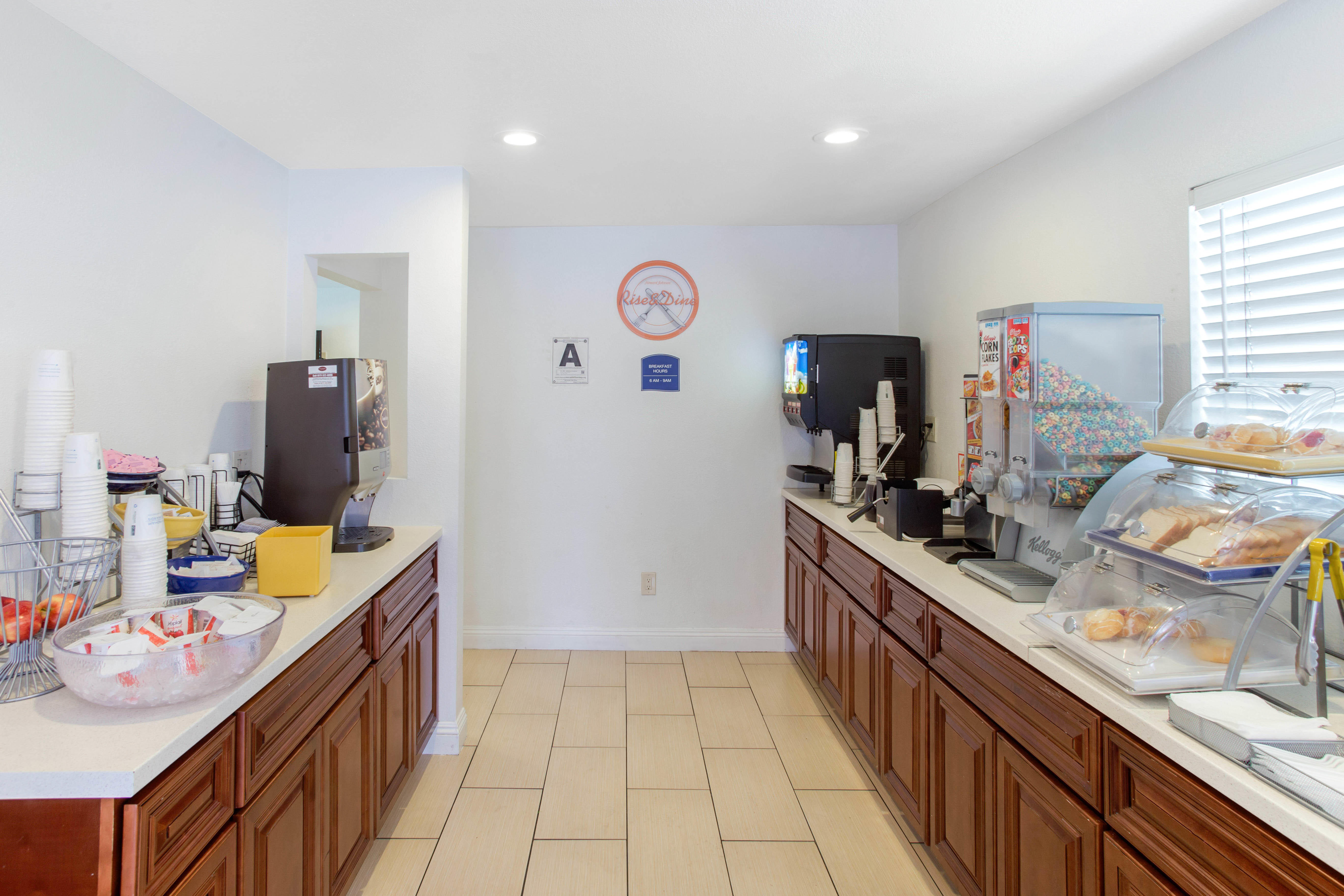 Howard Johnson by Wyndham Chula Vista San Diego Suite Hotel image 16
