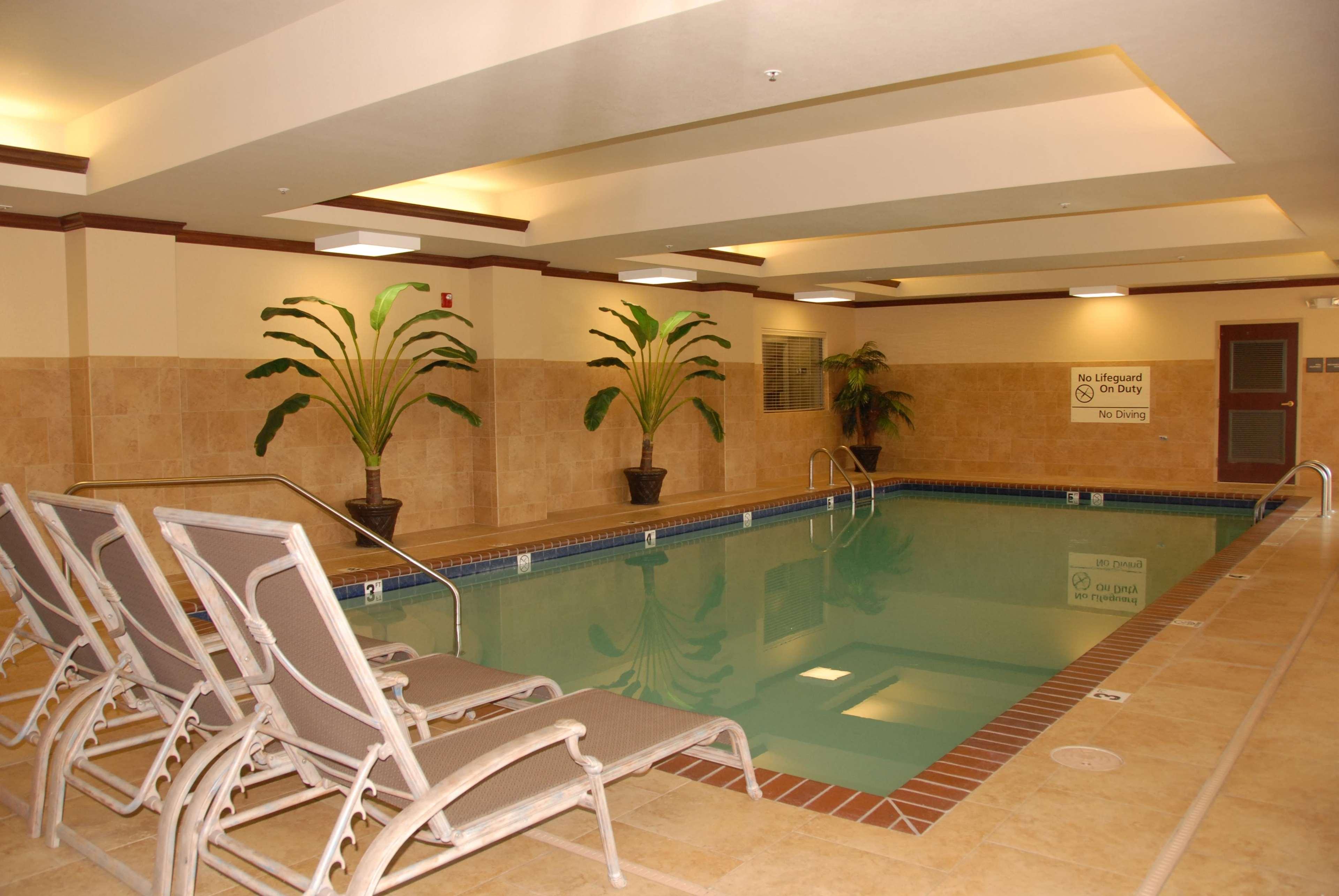 Hampton Inn Van Buren image 8