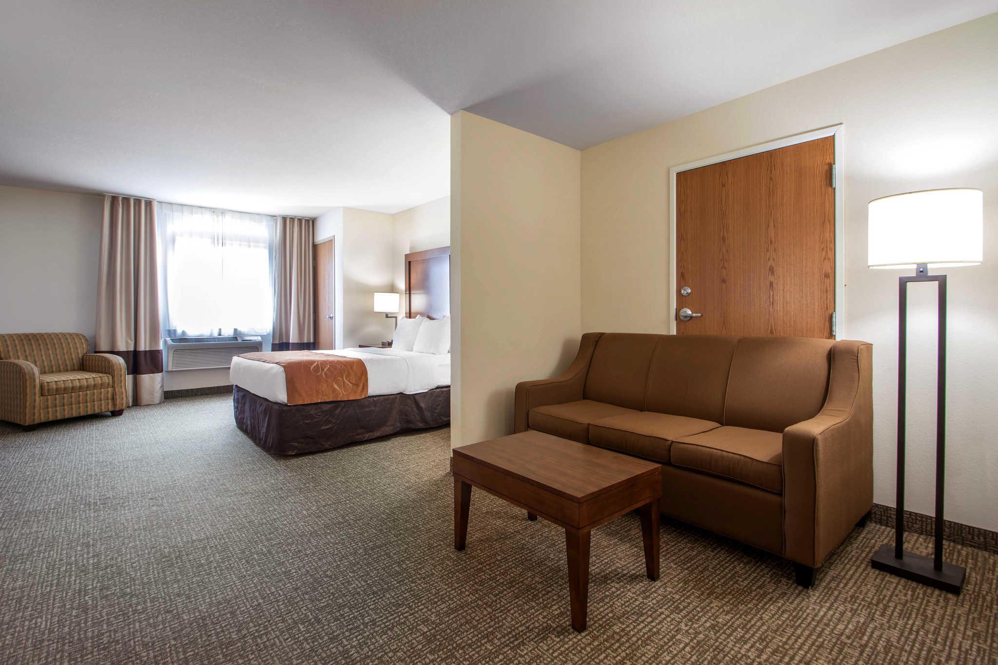 Comfort Suites Johnson Creek Conference Center image 21