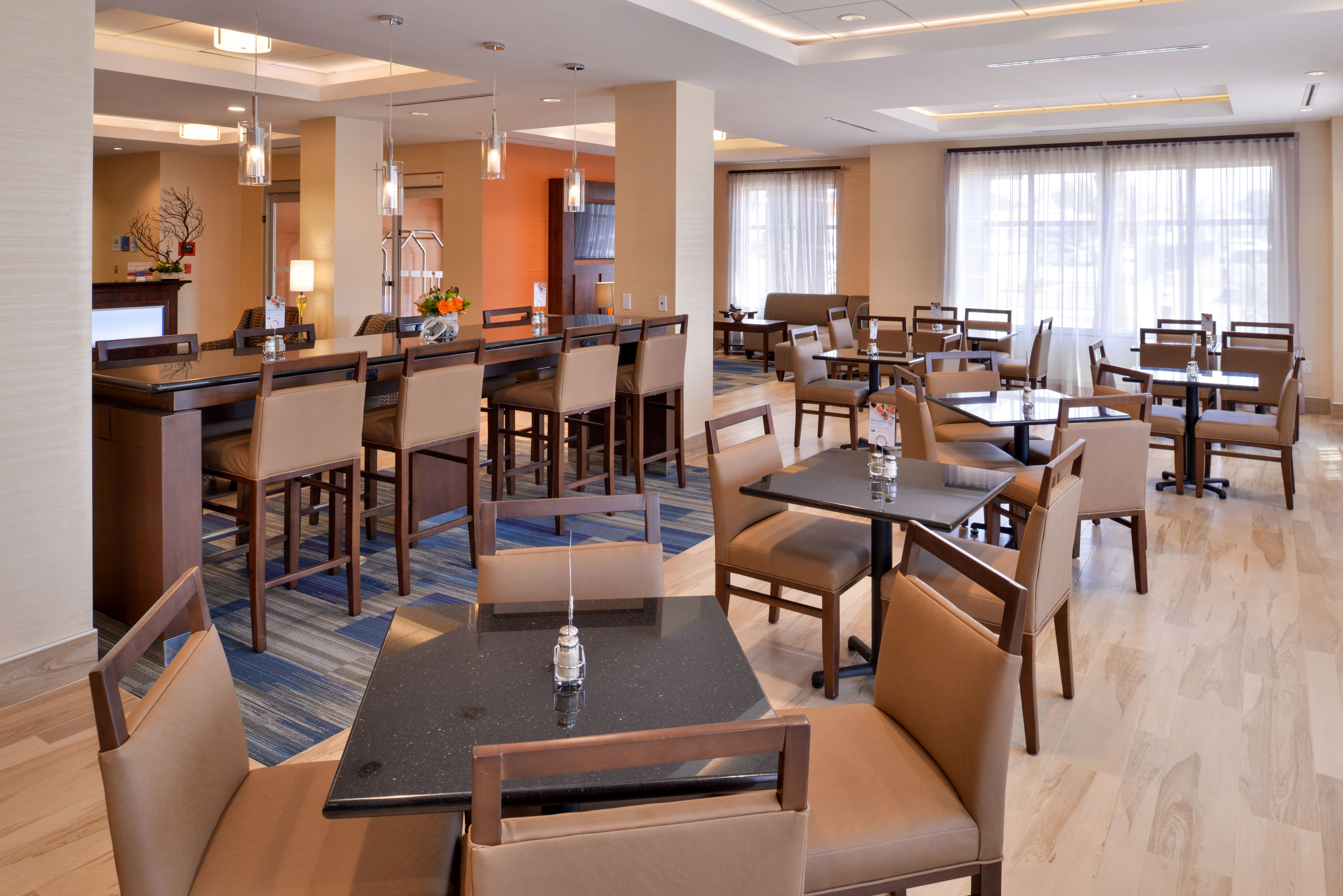 Holiday Inn Express & Suites Loma Linda- San Bernardino S image 1
