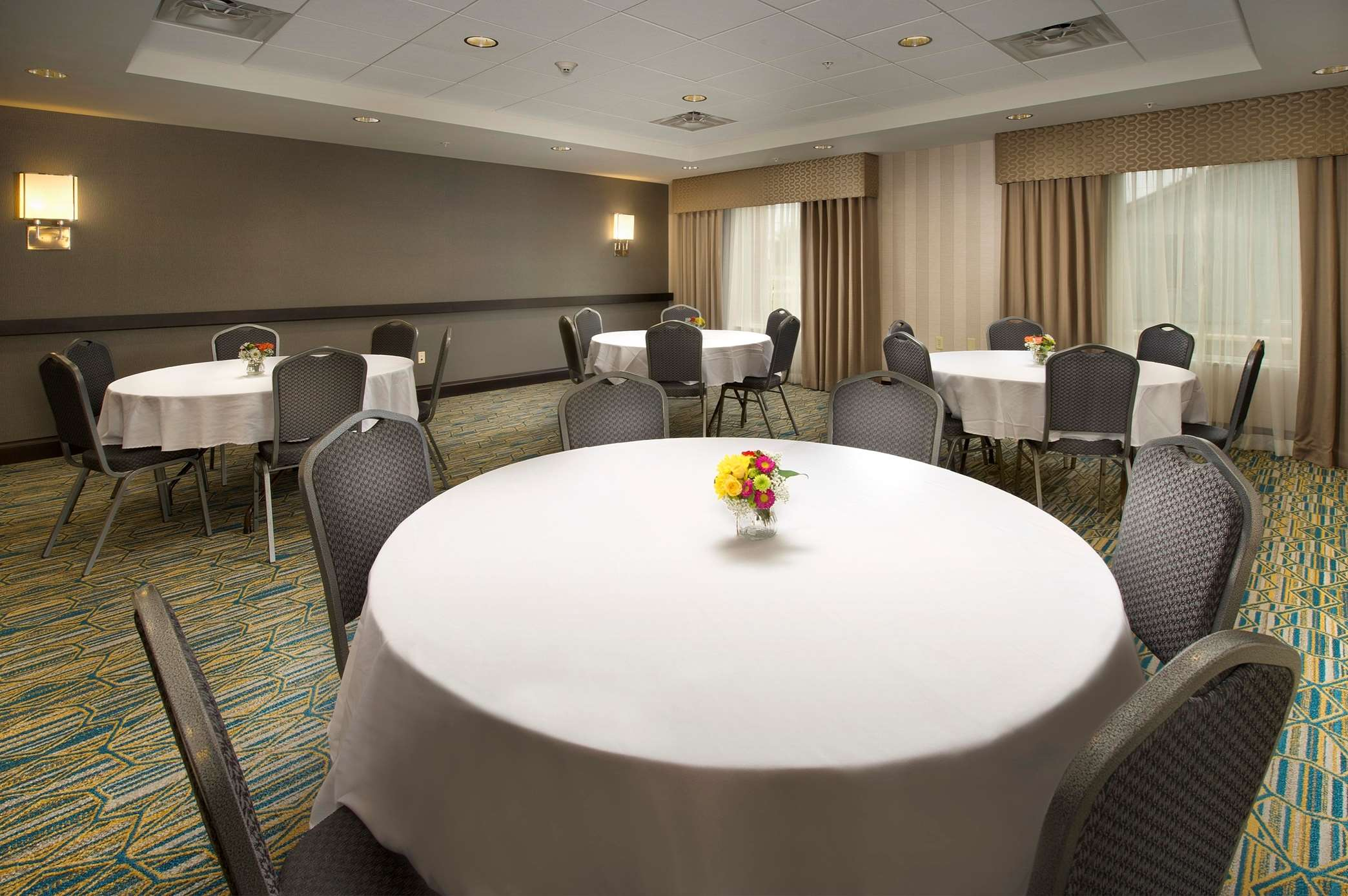 Hampton Inn & Suites Syracuse/Carrier Circle image 12