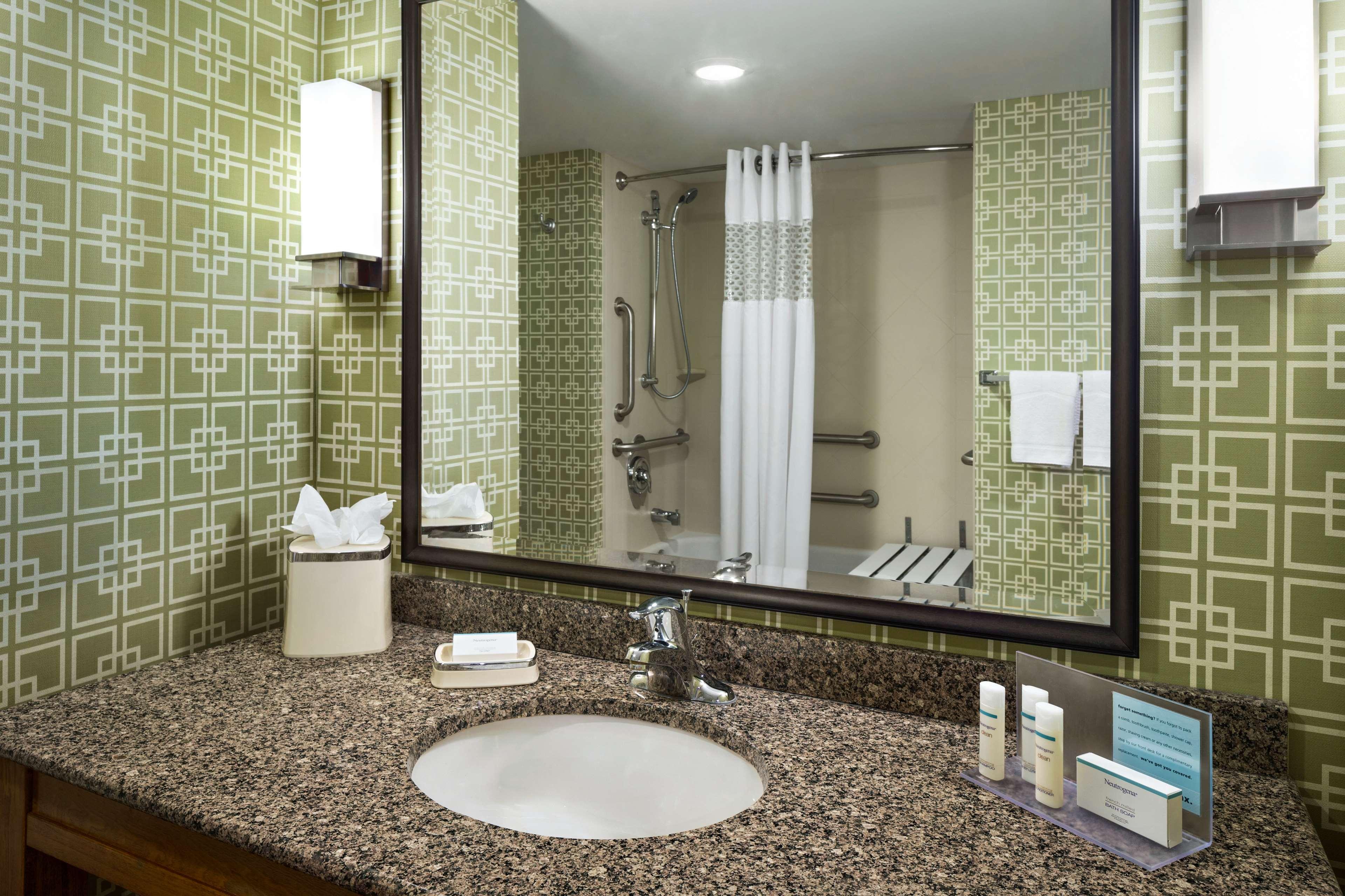 Hampton Inn and Suites Clayton/St Louis-Galleria Area image 16