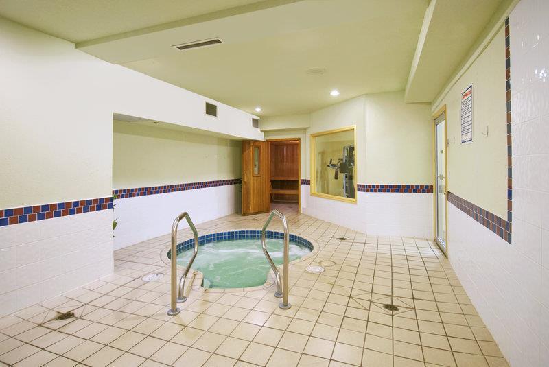 Best Western Peace Arch Inn in Surrey: Hot Tub
