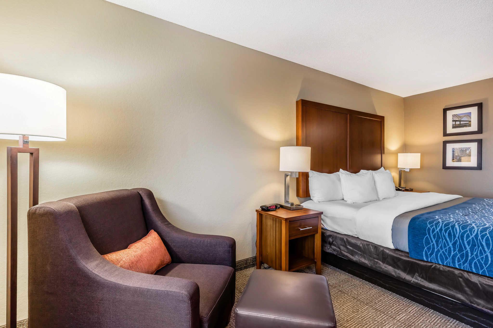 Comfort Inn & Suites Airport-American Way image 9