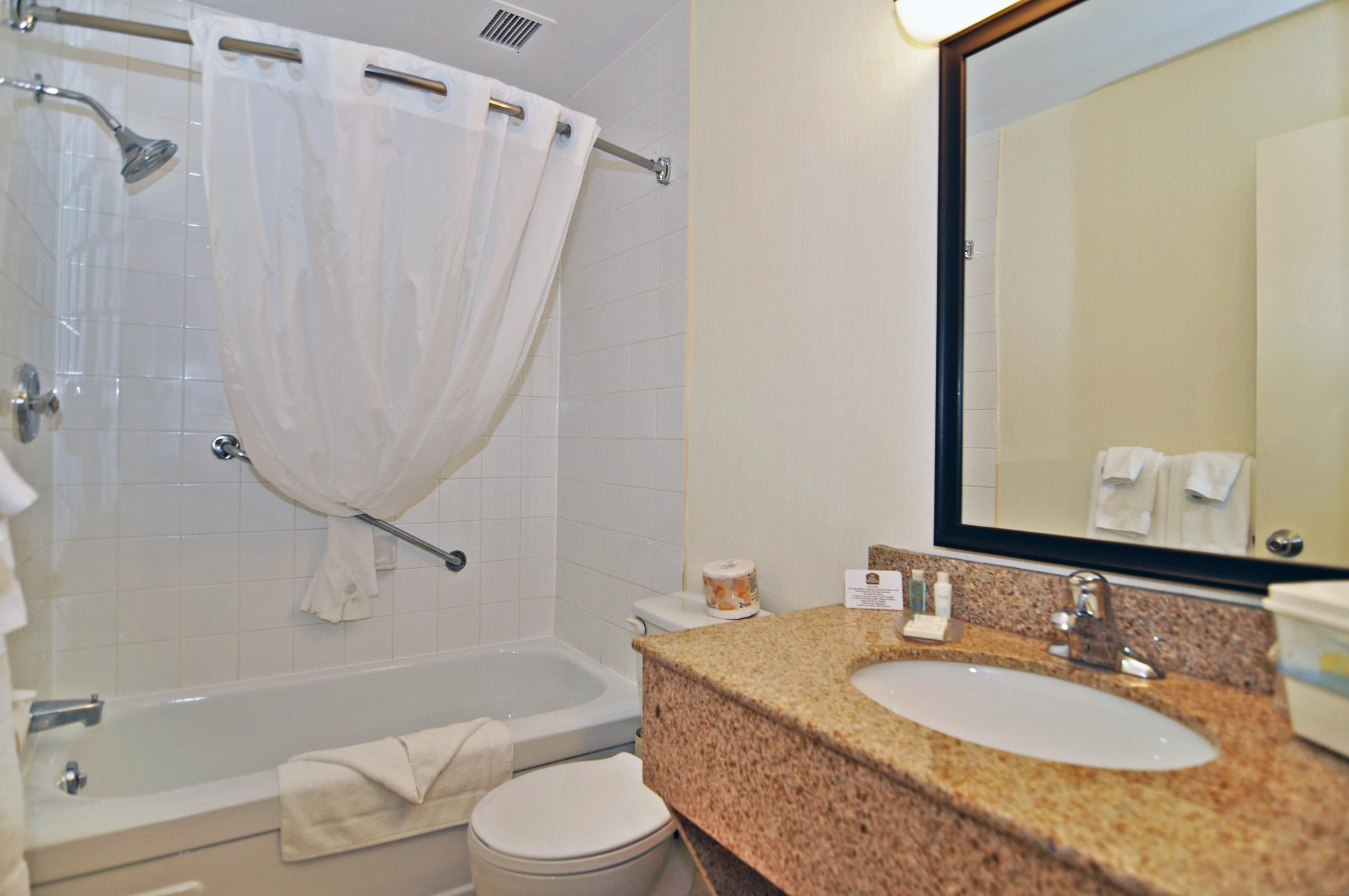 Charlottetown Inn & Conference Centre in Charlottetown: Guest Bathroom