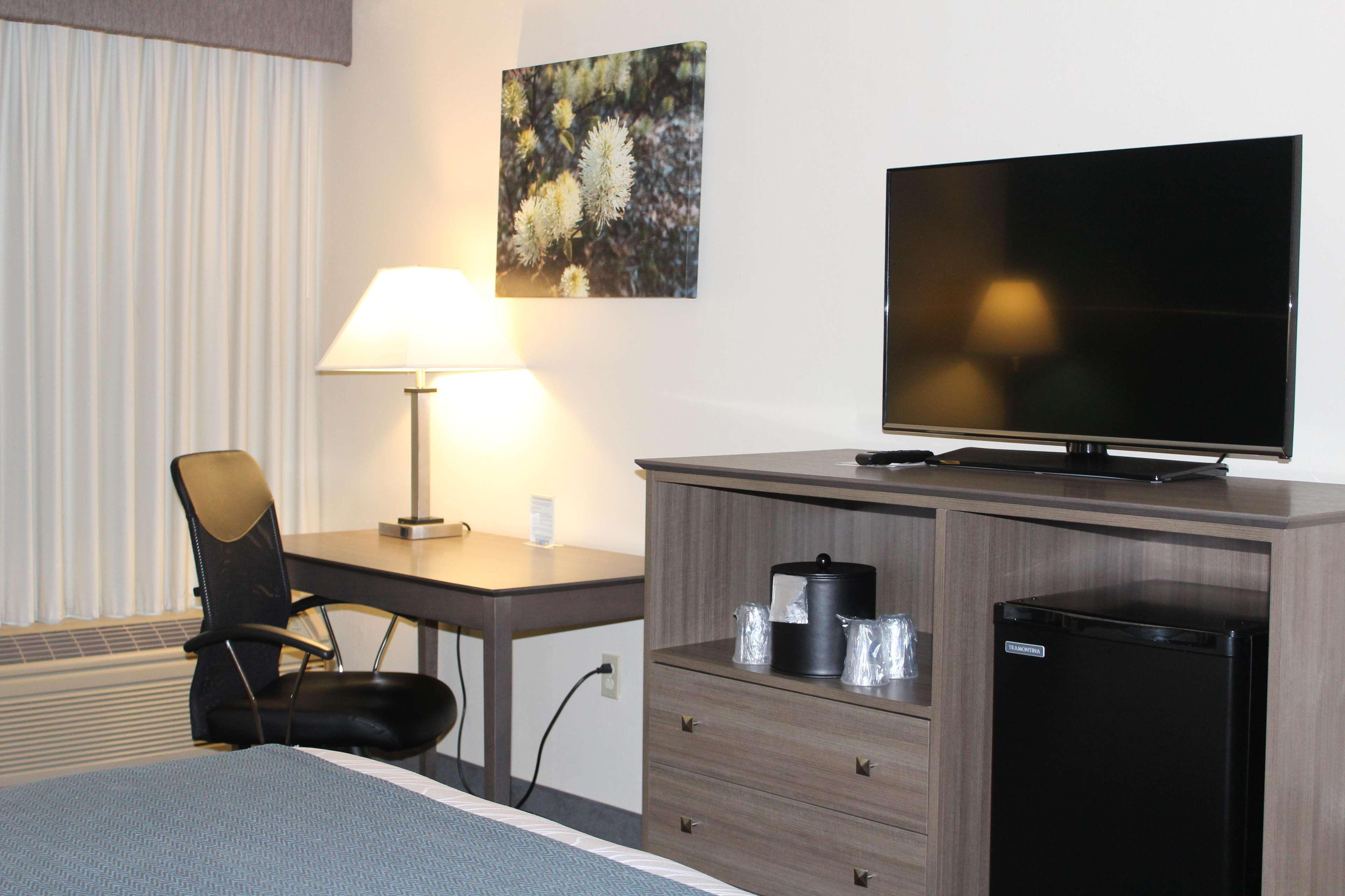 Best Western Plus Yadkin Valley Inn & Suites image 14