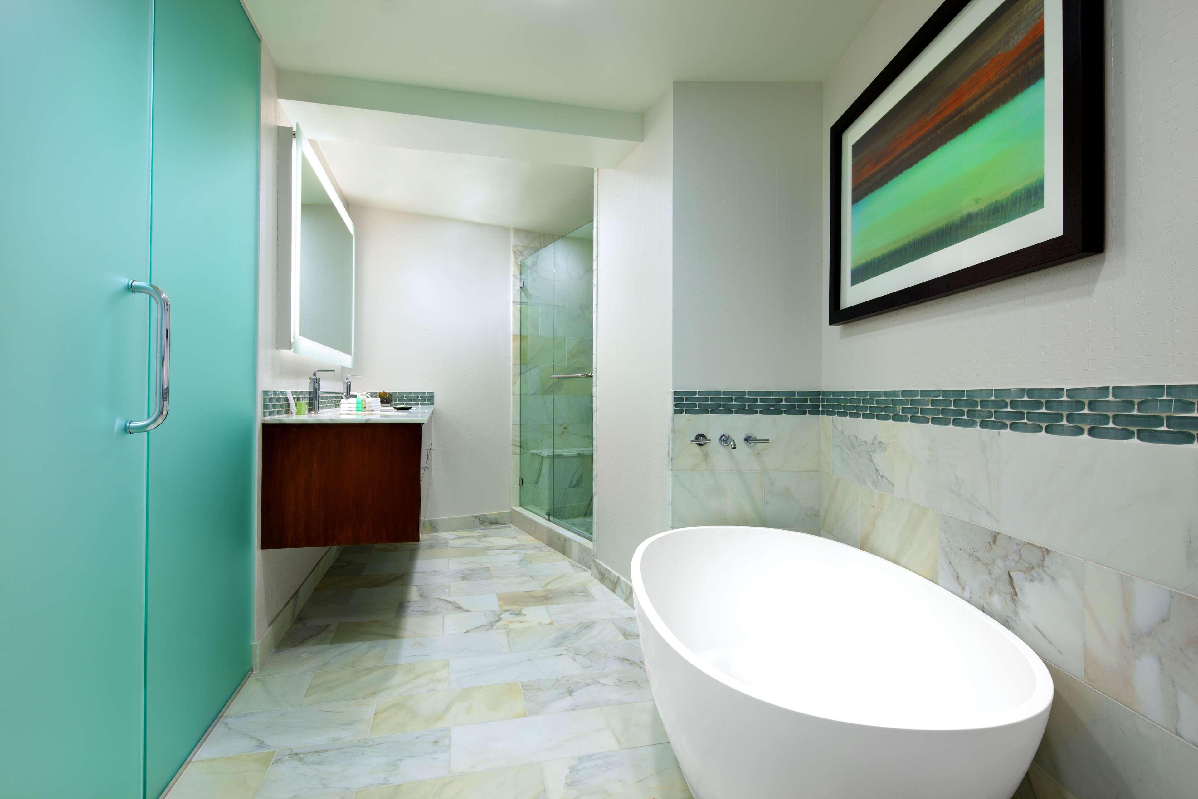 The Westin Bonaventure Hotel & Suites, Los Angeles image 20