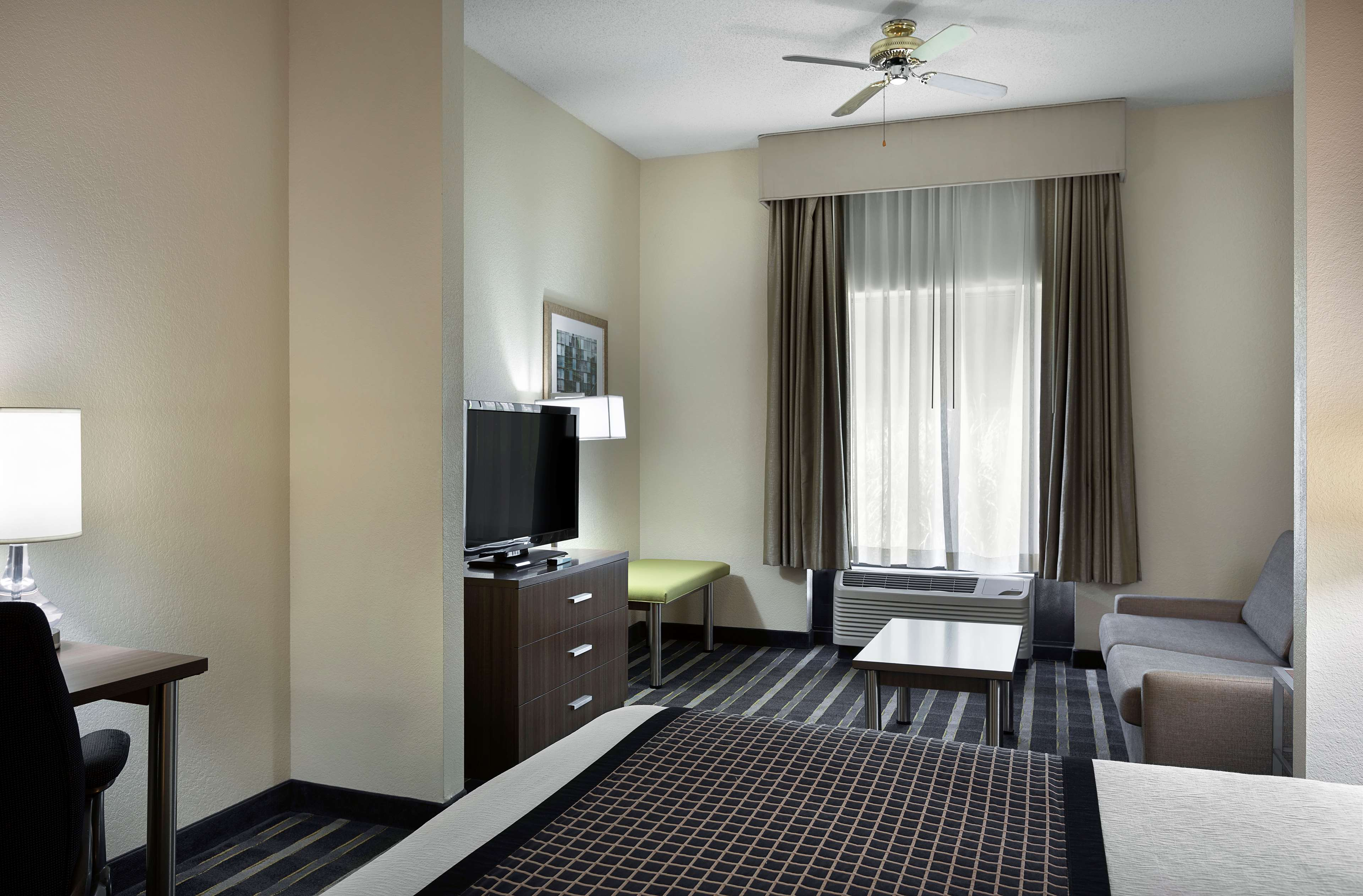 Best Western Plus Hotel & Suites Airport South image 18