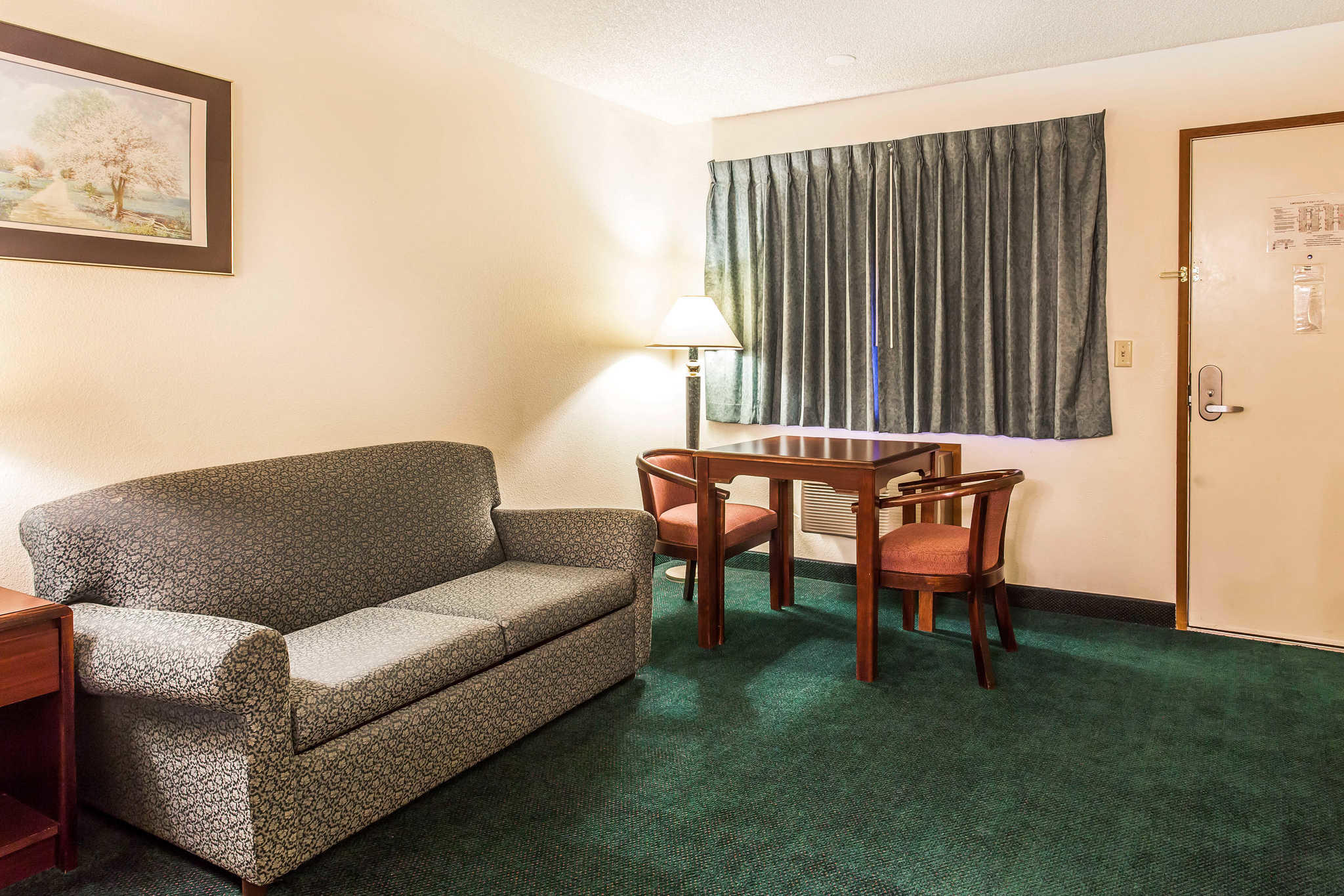 Econo Lodge image 15