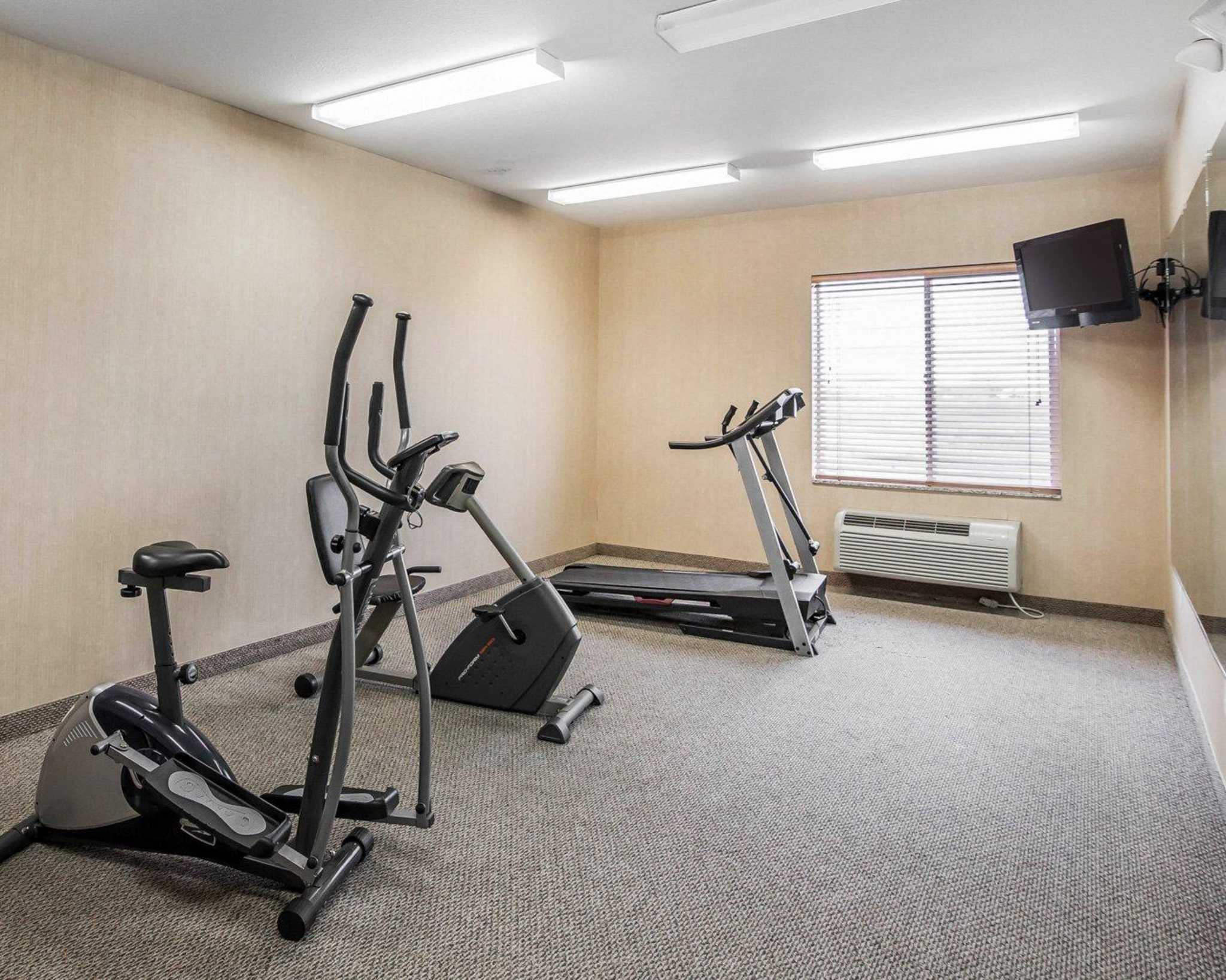 Rodeway Inn & Suites image 19