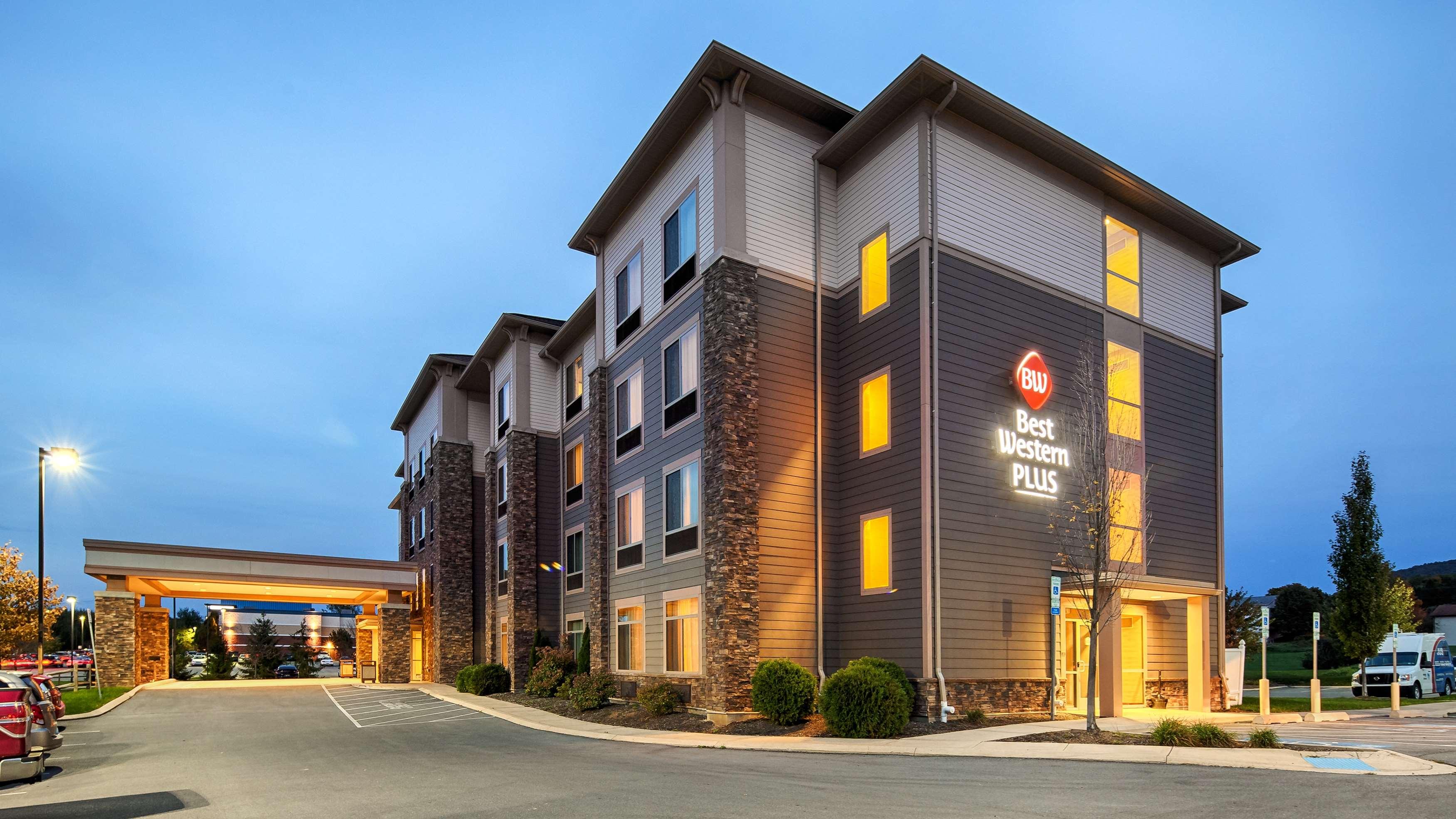 Best Western Plus University Park Inn & Suites image 0