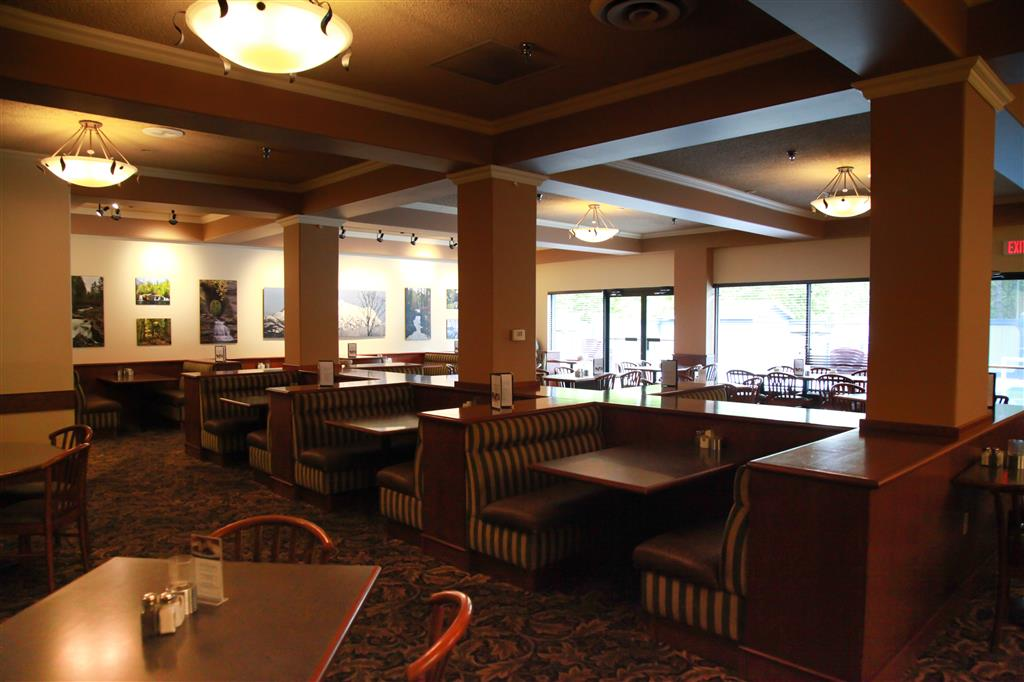 Best Western Plus Barclay Hotel in Port Alberni: Try our daily specials in Stamps Cafe.