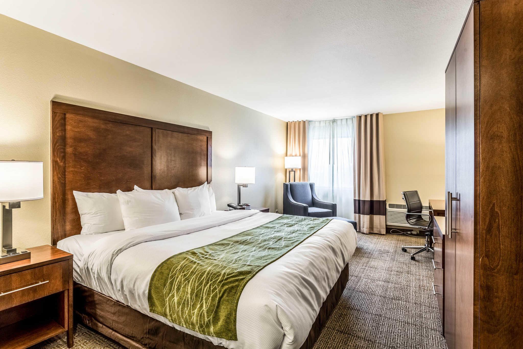 Comfort Inn & Suites Albuquerque Downtown image 0