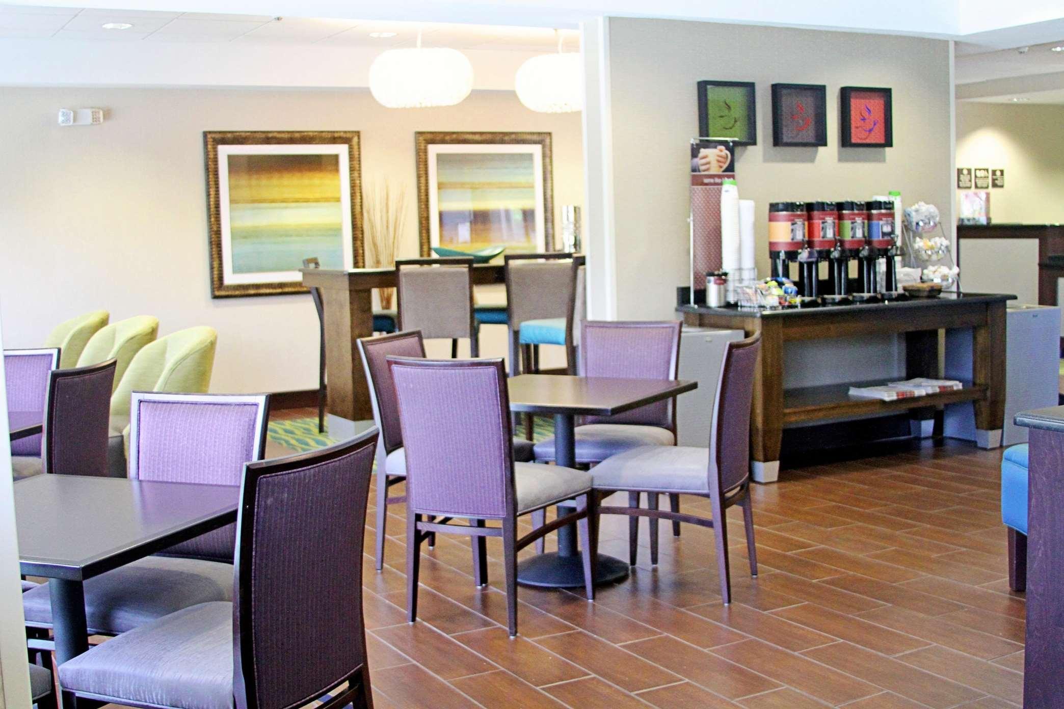 Hampton Inn Tampa/Rocky Point-Airport image 2