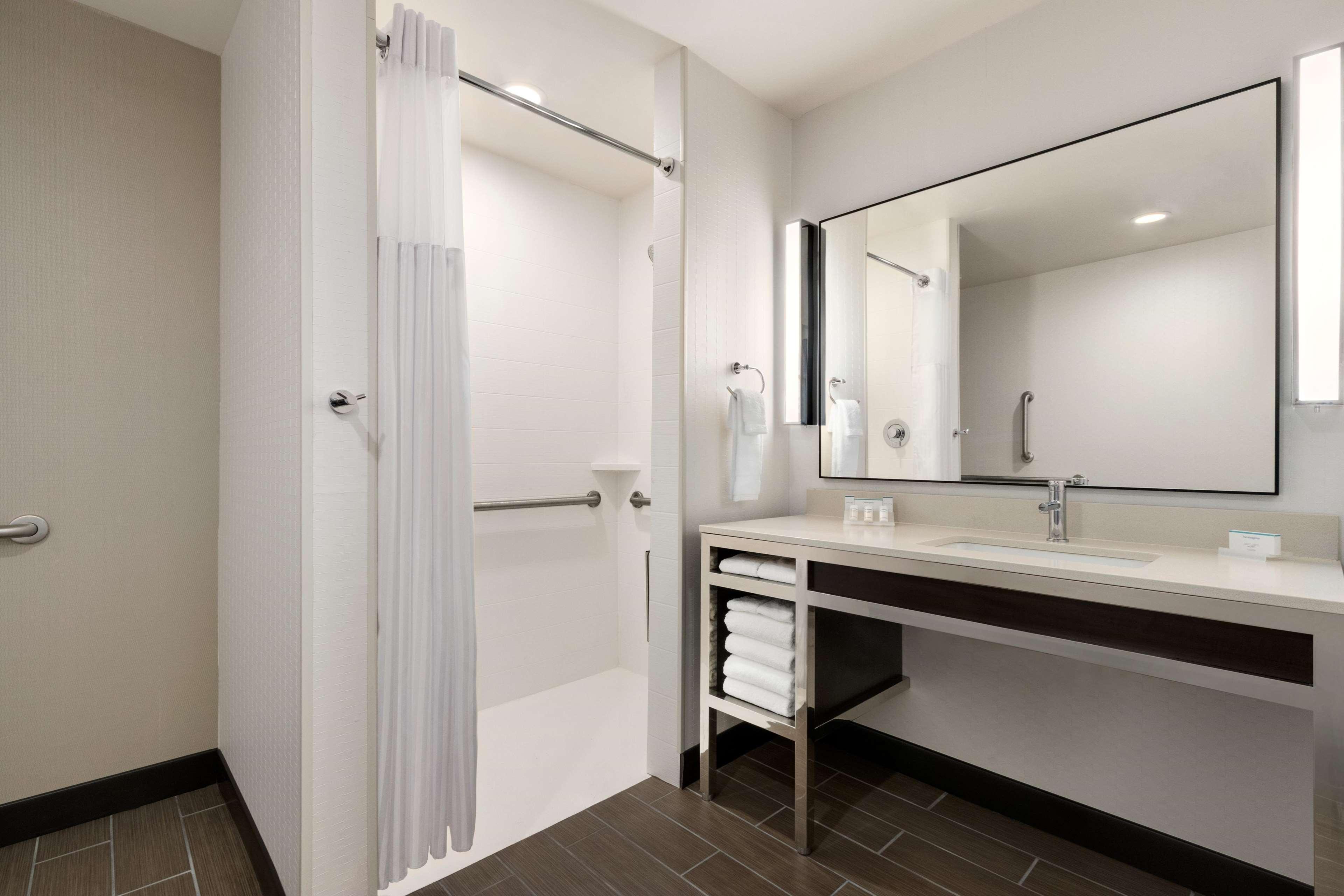 Hilton Garden Inn Medford image 28