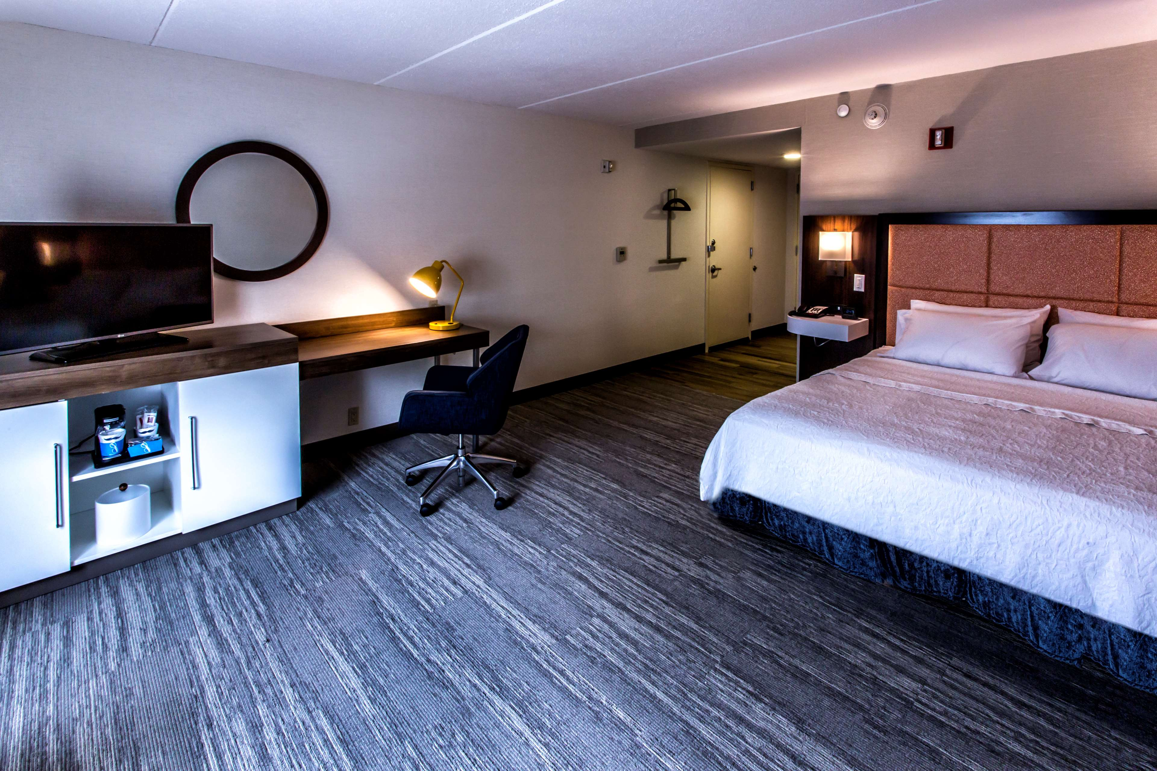 Hampton Inn & Suites Staten Island image 35