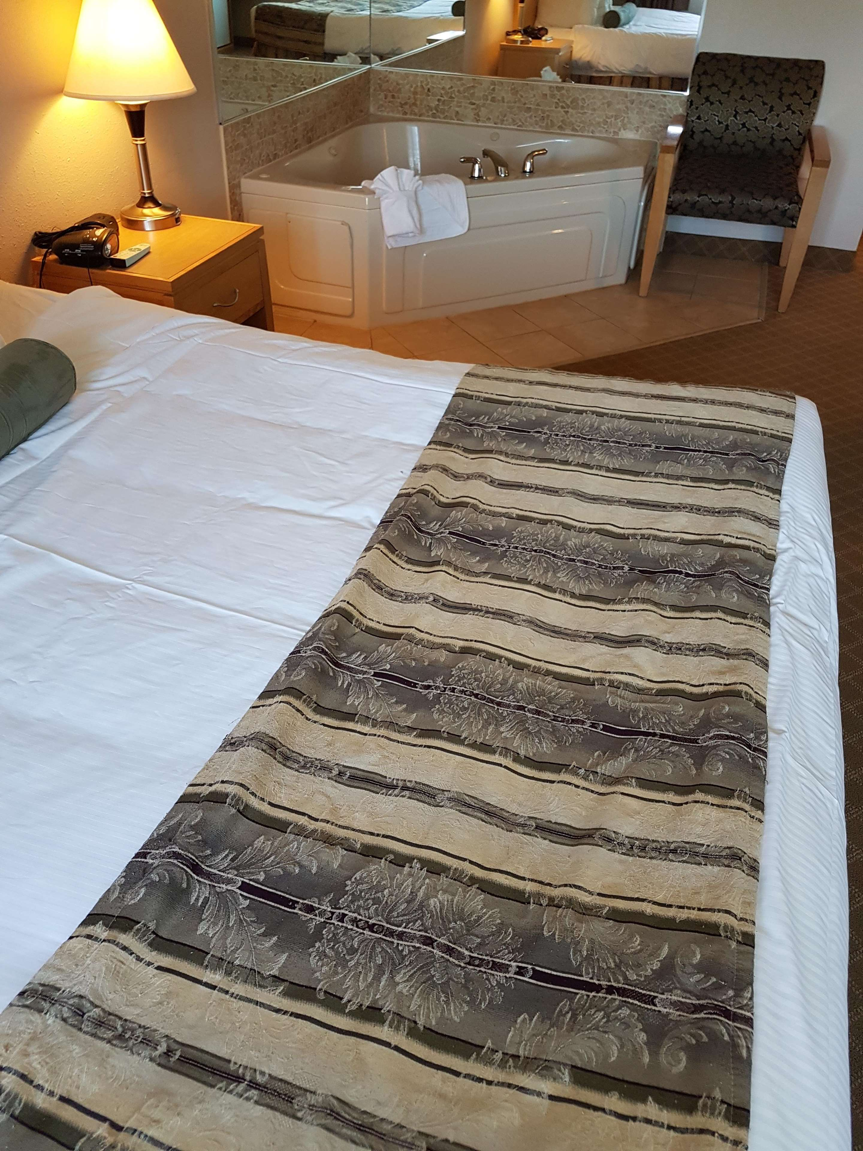 SureStay Plus Hotel by Best Western Coquitlam in Coquitlam: Jacuzzi Suite