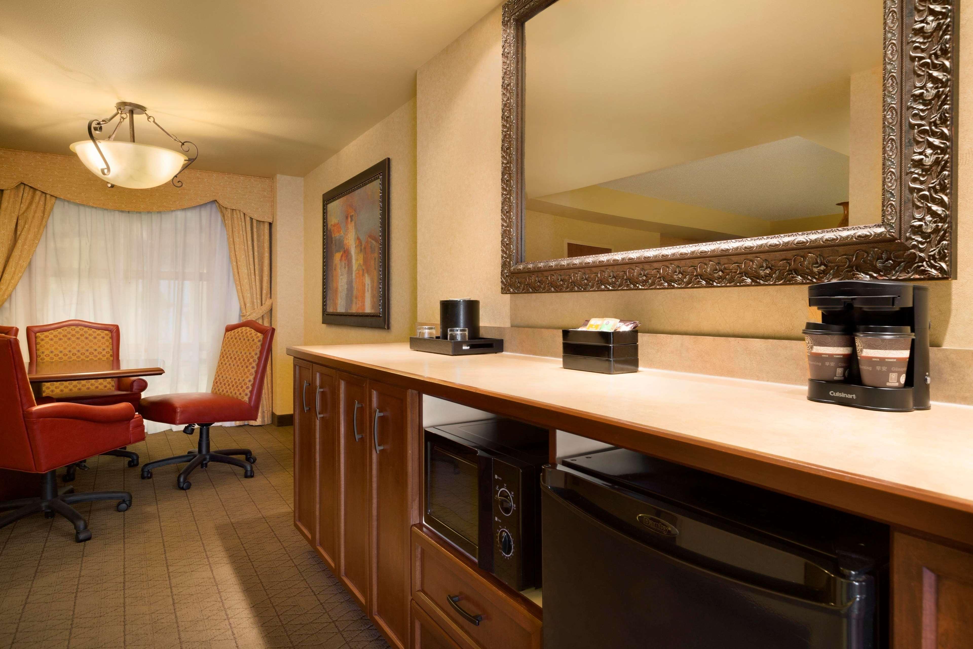 Embassy Suites by Hilton Albuquerque Hotel & Spa image 30