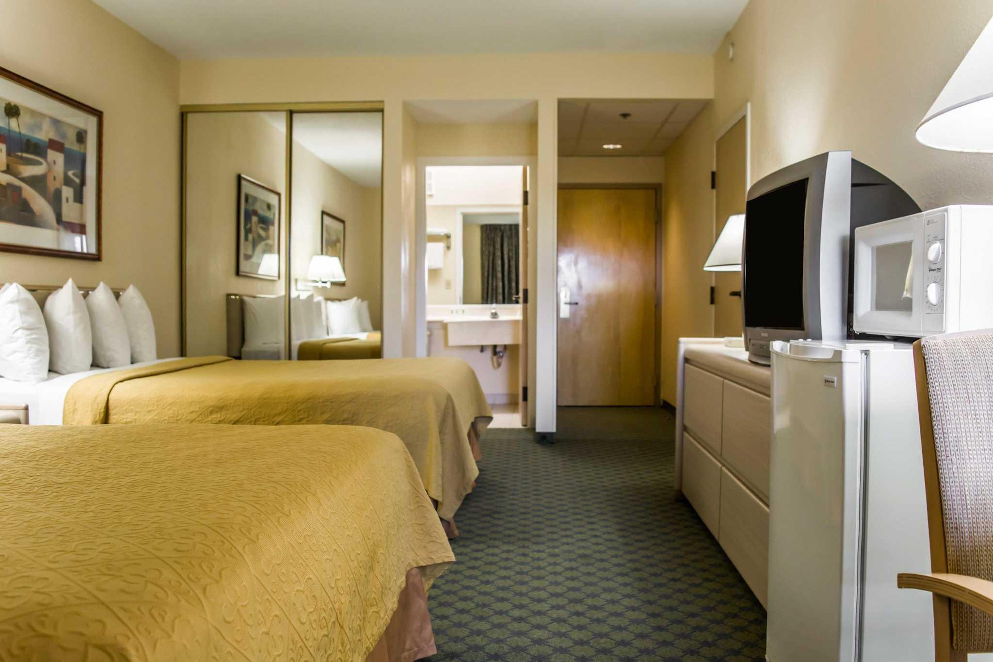 Quality Inn & Suites Golf Resort image 2