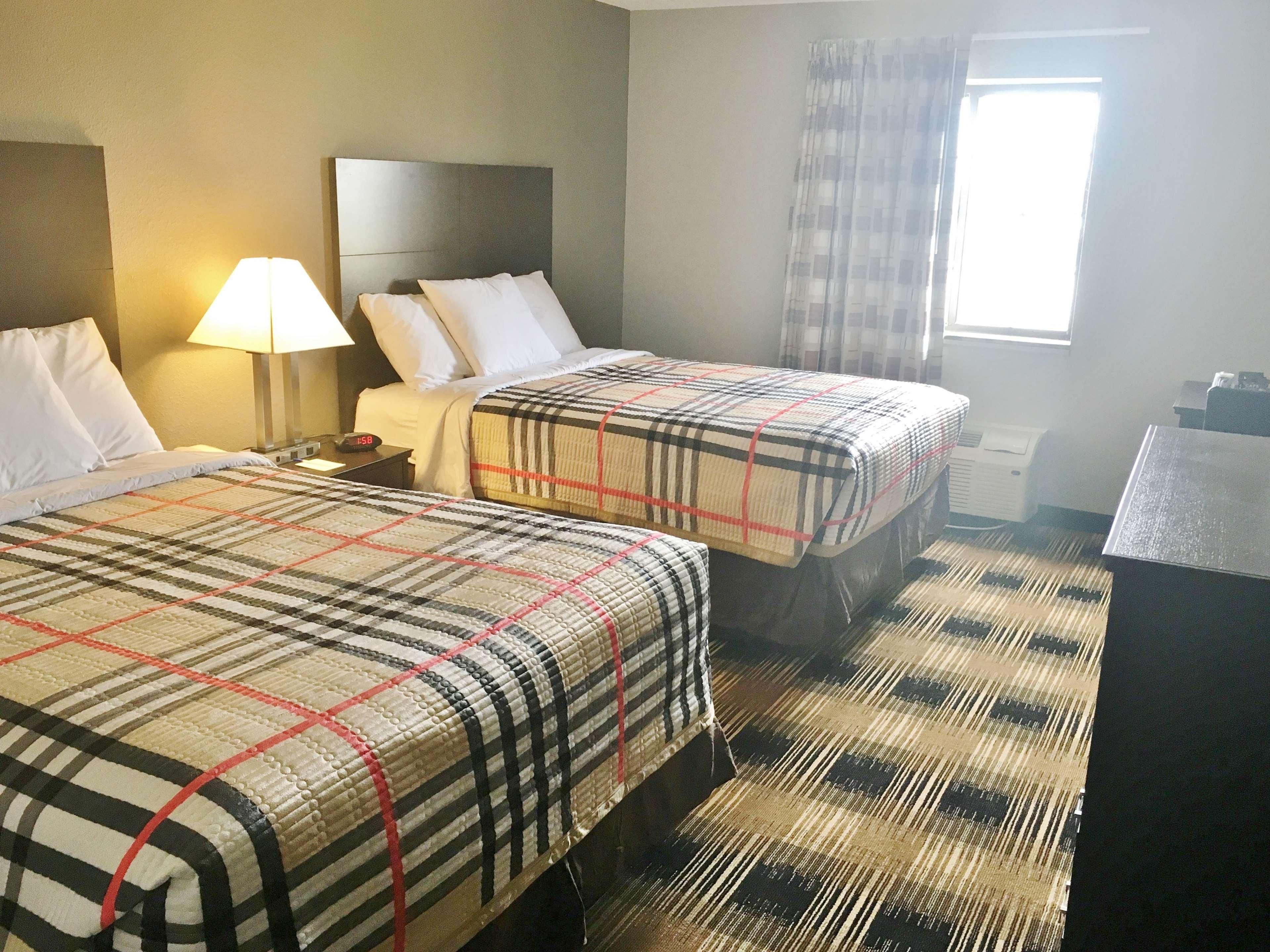 Americas Best Value Inn Monroe City image 9