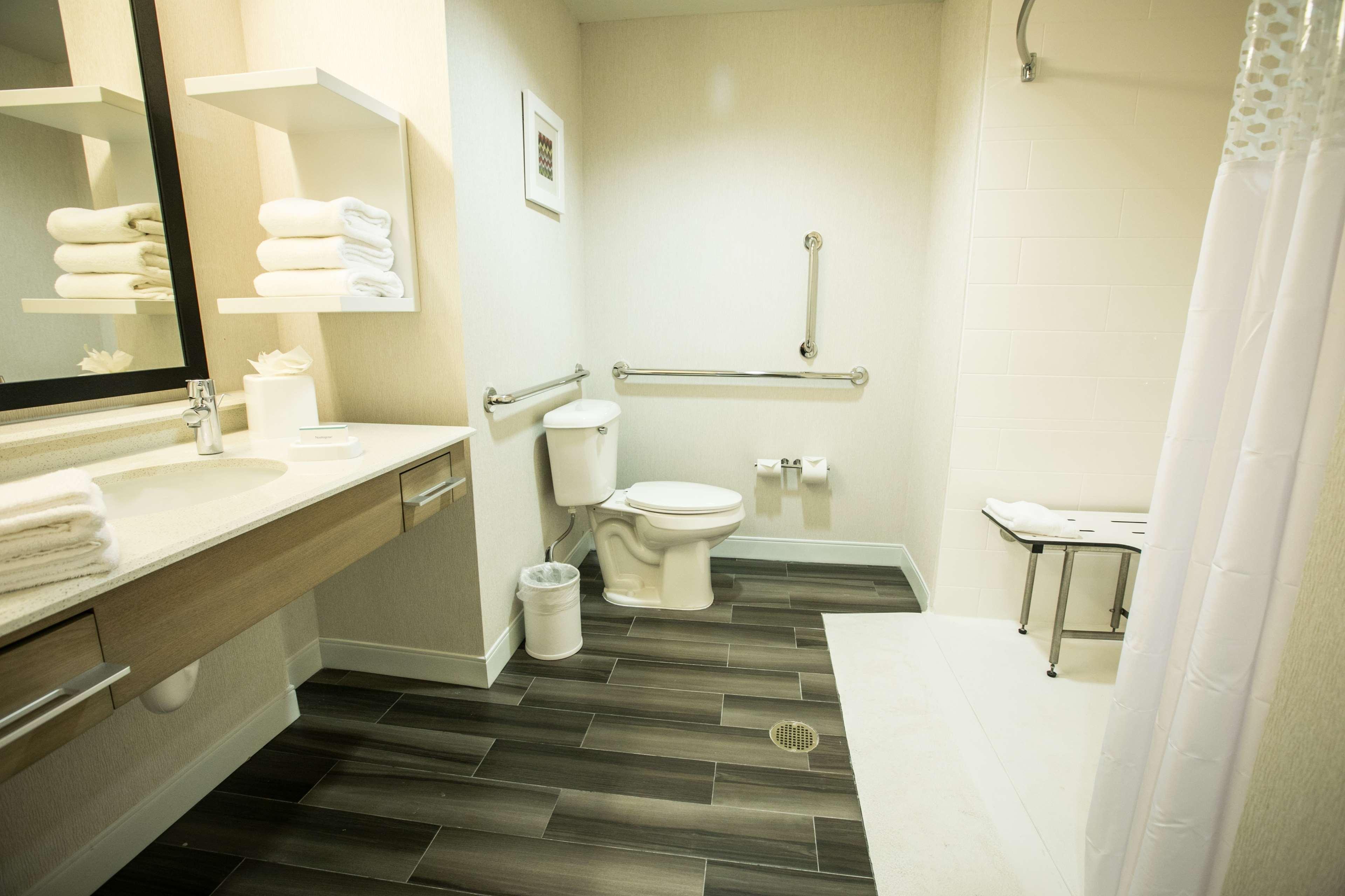 Hampton Inn & Suites Tempe - Phoenix Airport image 17