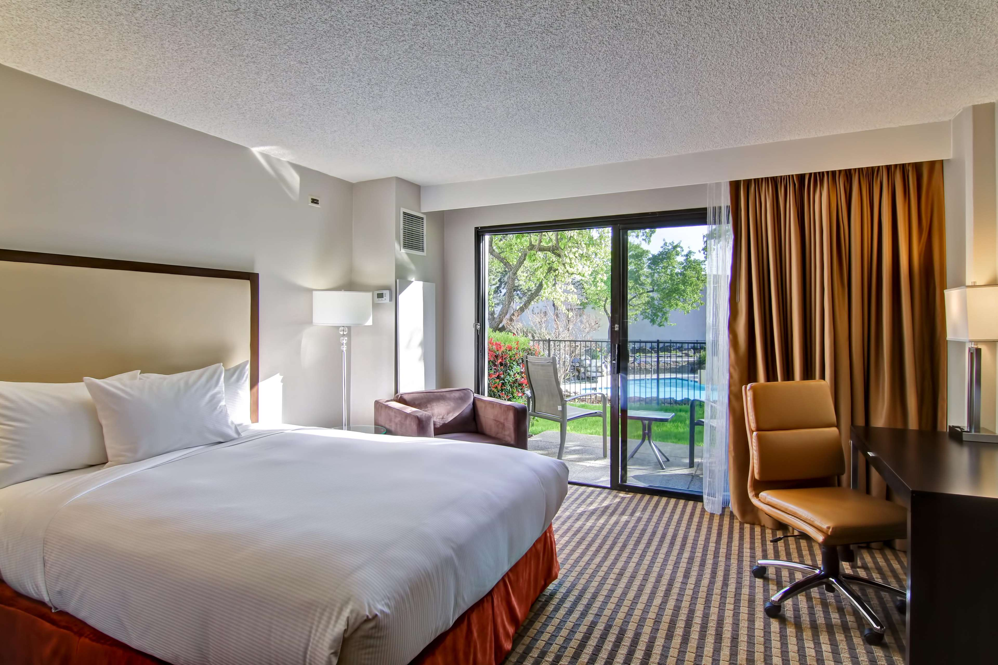 DoubleTree by Hilton Hotel Pleasanton at the Club image 38