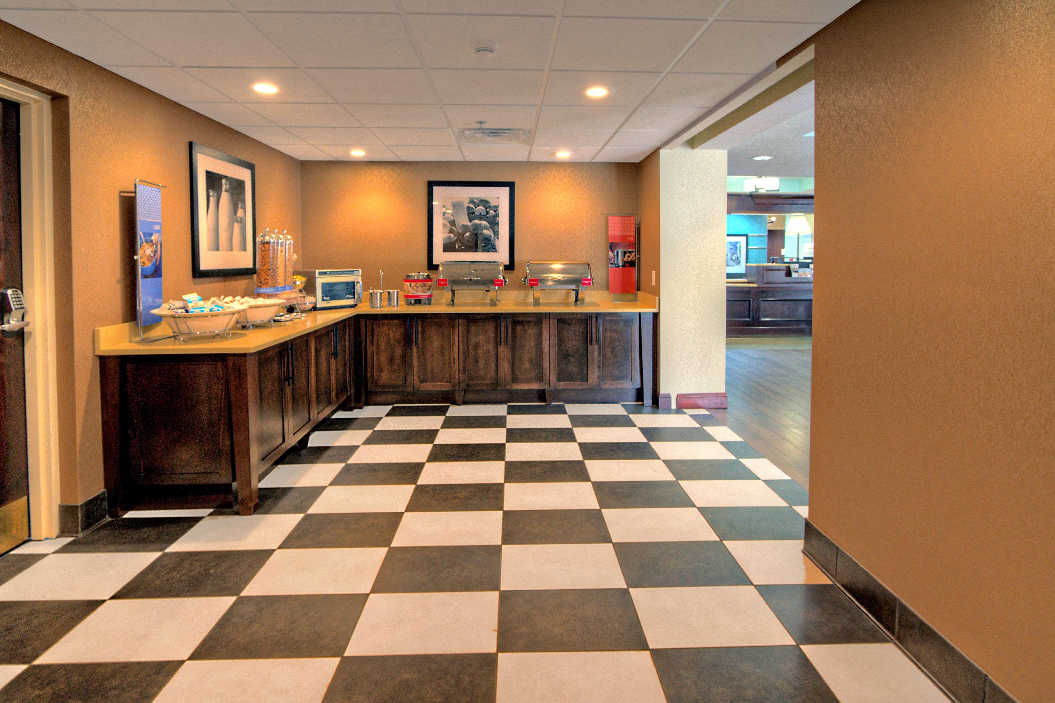 Hampton Inn Goldsboro image 10