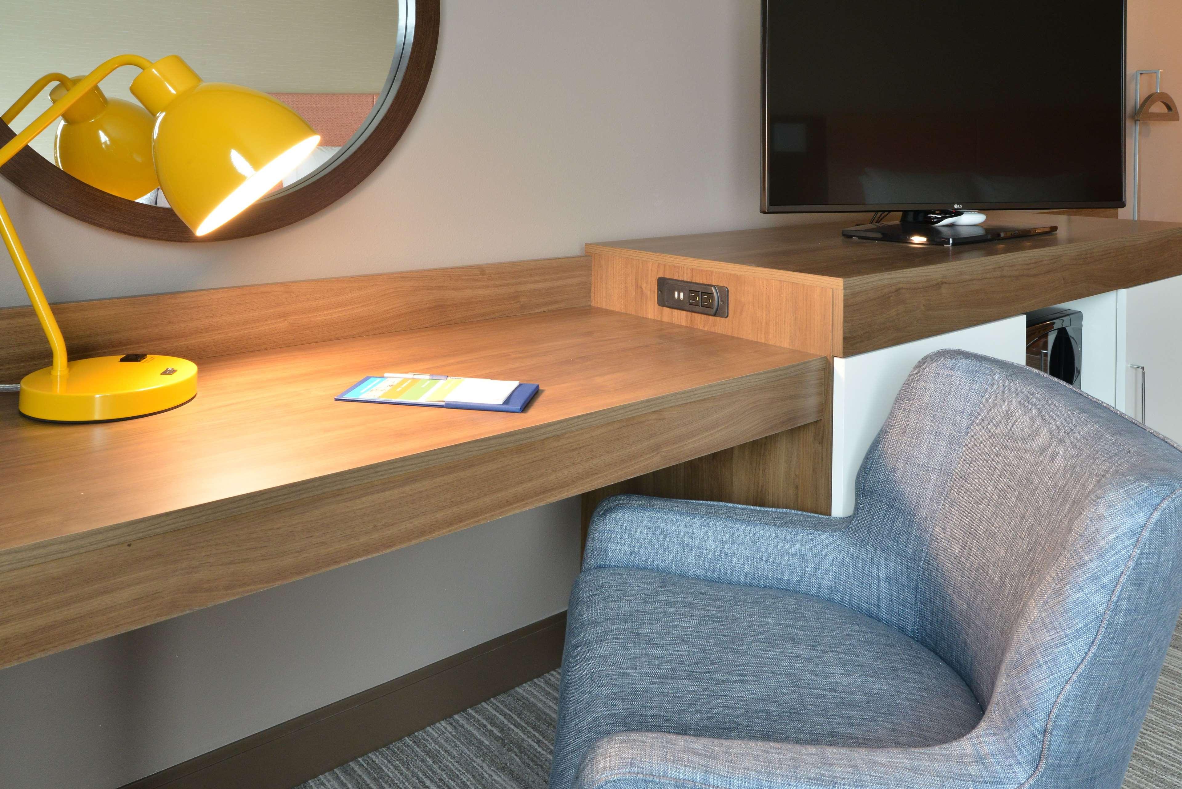 Hampton Inn & Suites Menomonie-UW Stout image 15