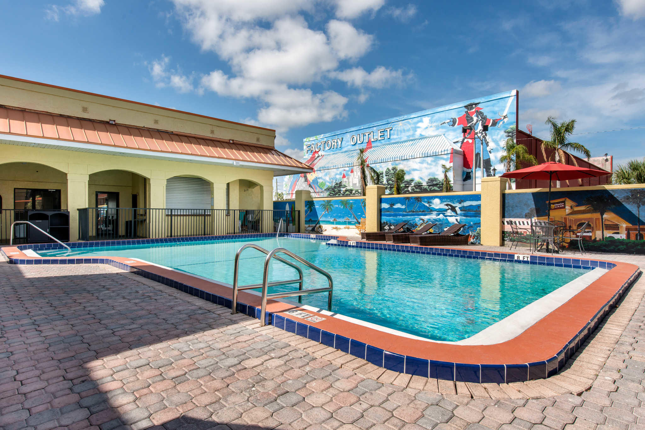 Clarion Inn & Suites Kissimmee-Lake Buena Vista South image 39