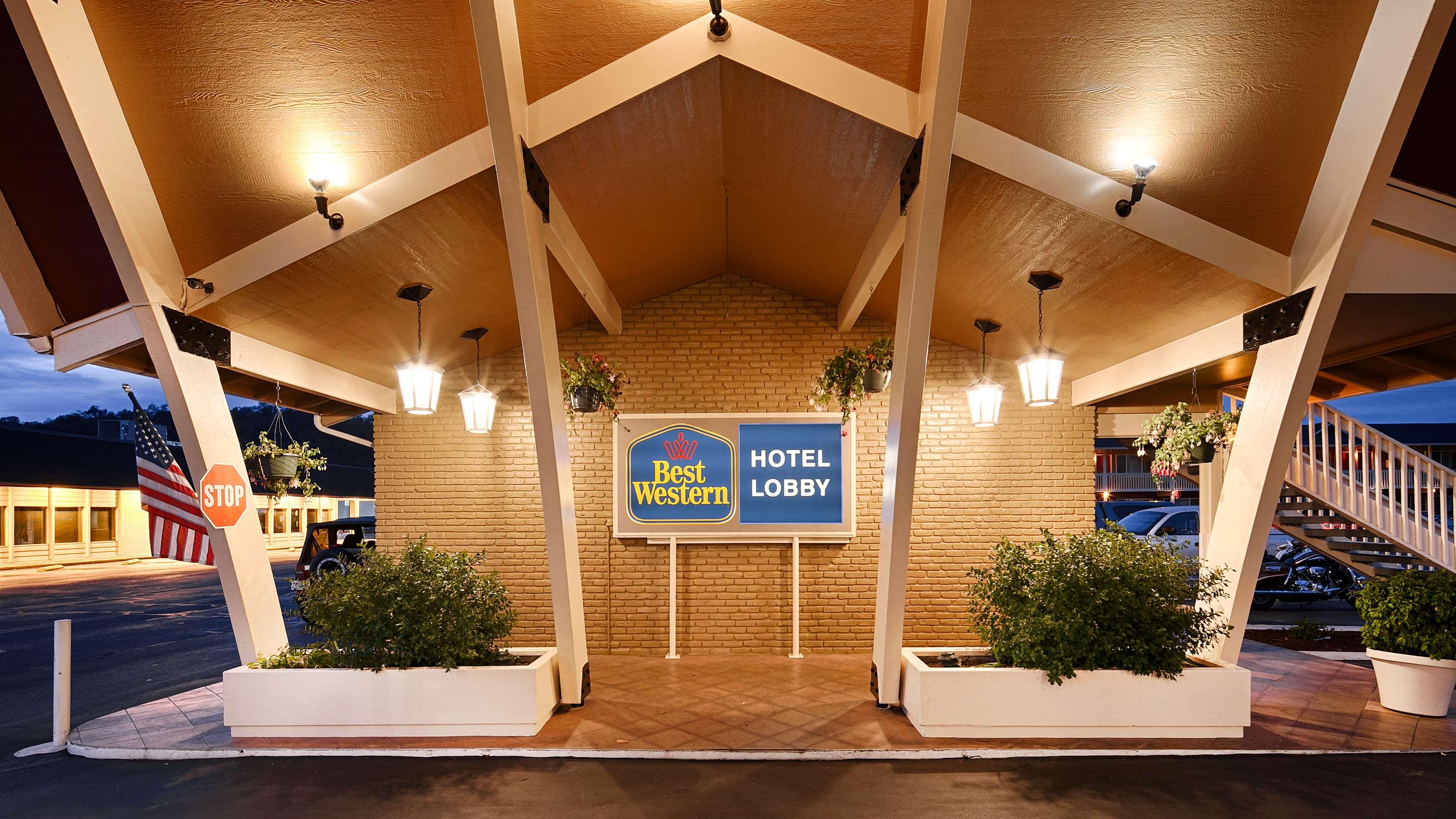 Best Western Garden Villa Inn In Roseburg Or 541 672 1