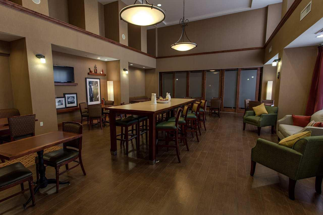 Hampton Inn & Suites Phoenix-Surprise image 0