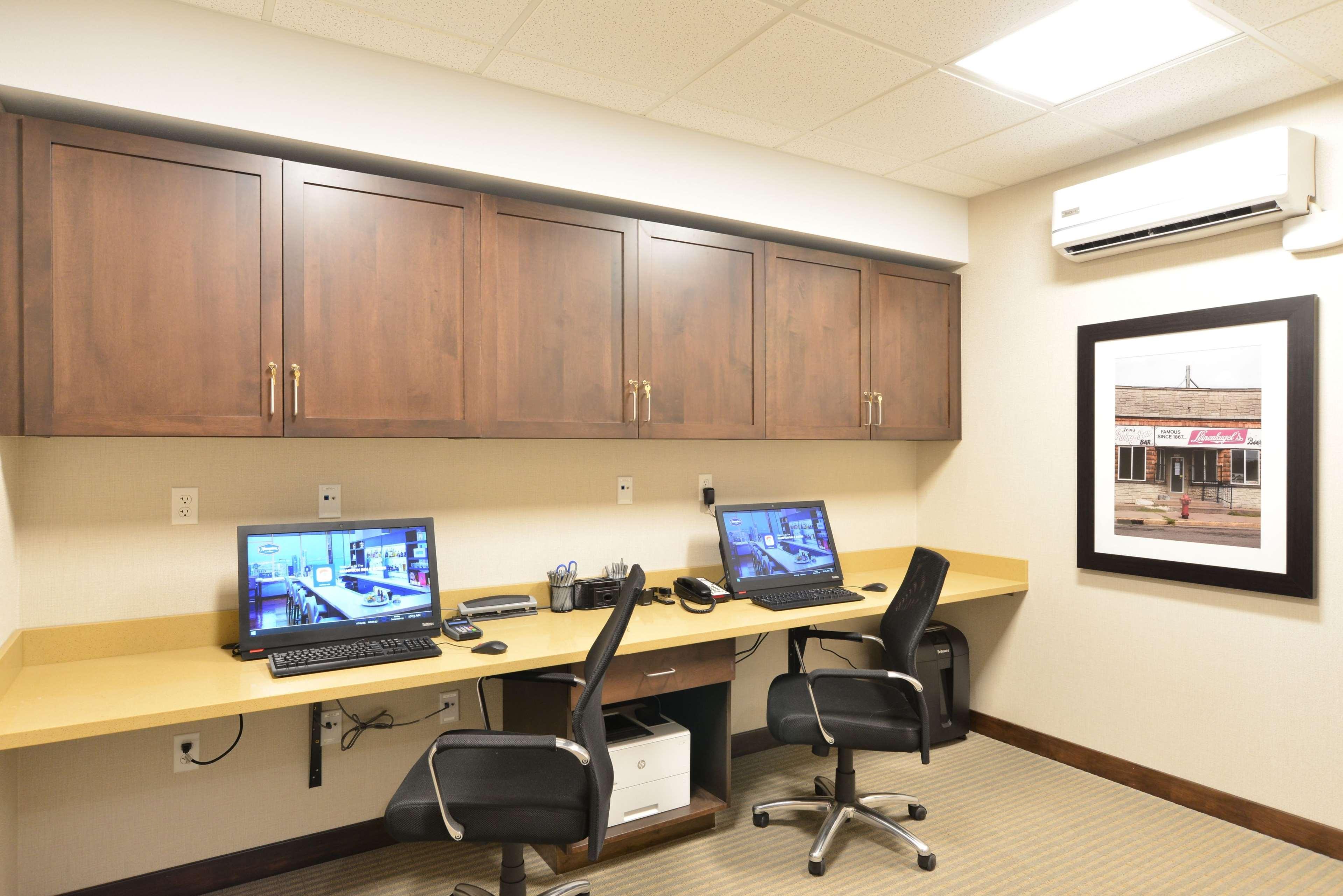 Hampton Inn & Suites Menomonie-UW Stout image 22