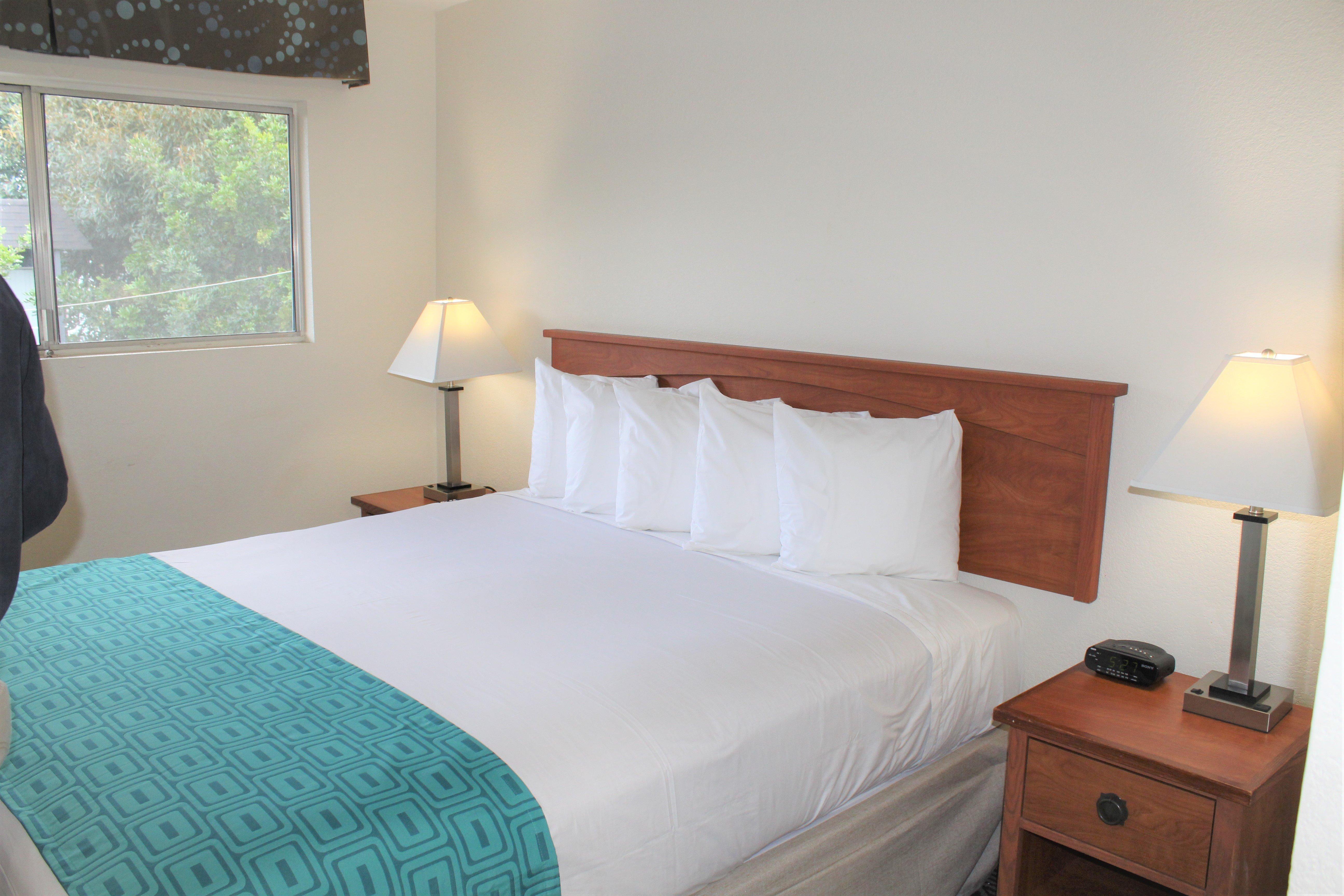 Howard Johnson by Wyndham Chula Vista San Diego Suite Hotel image 5