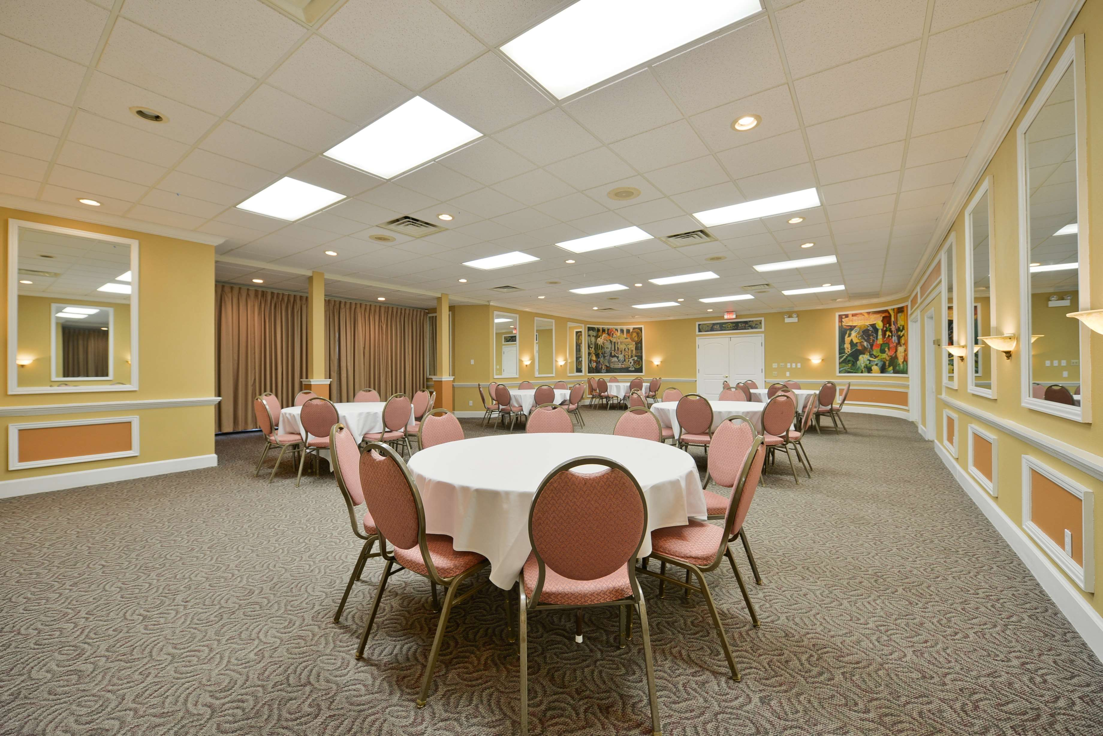 Best Western Green Bay Inn Conference Center image 44