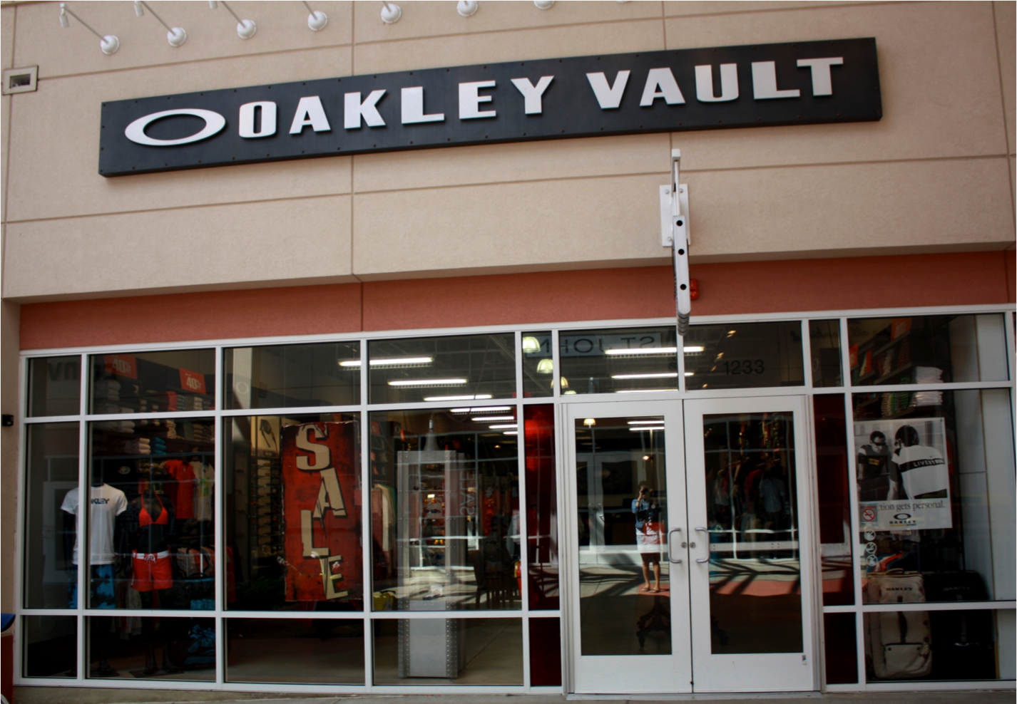 oakley outlet chicago  the official oakley outlet store: the oakley vault at chicago premium outlets. shop oakley sunglasses, goggles, apparel, and more up to 50% off at oakley