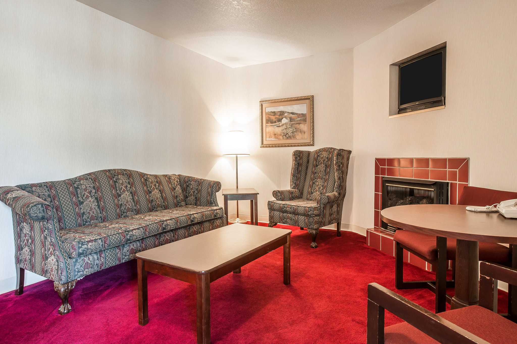 Quality Inn & Suites Mt. Chalet image 26