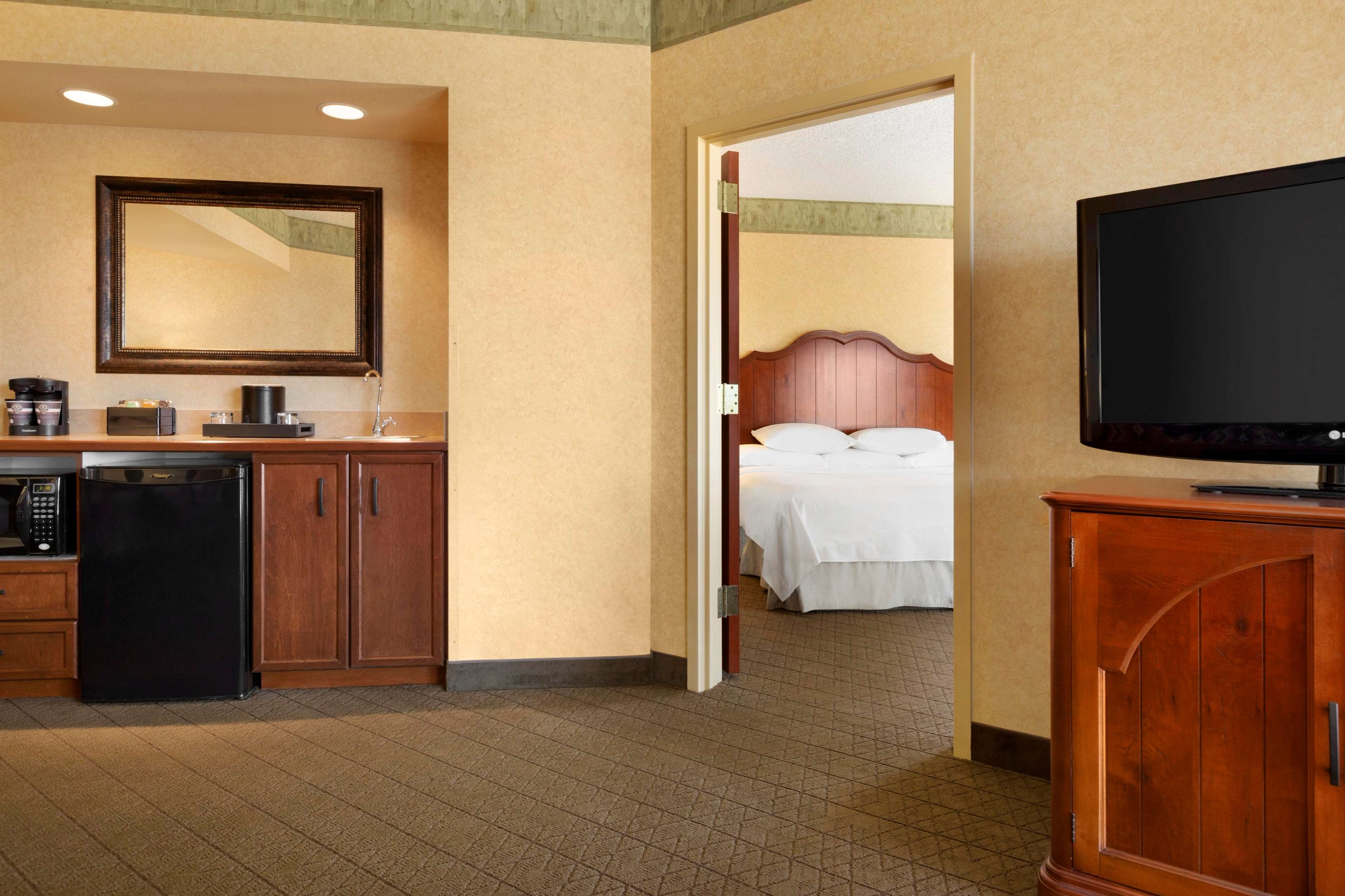 Embassy Suites by Hilton Albuquerque Hotel & Spa image 27