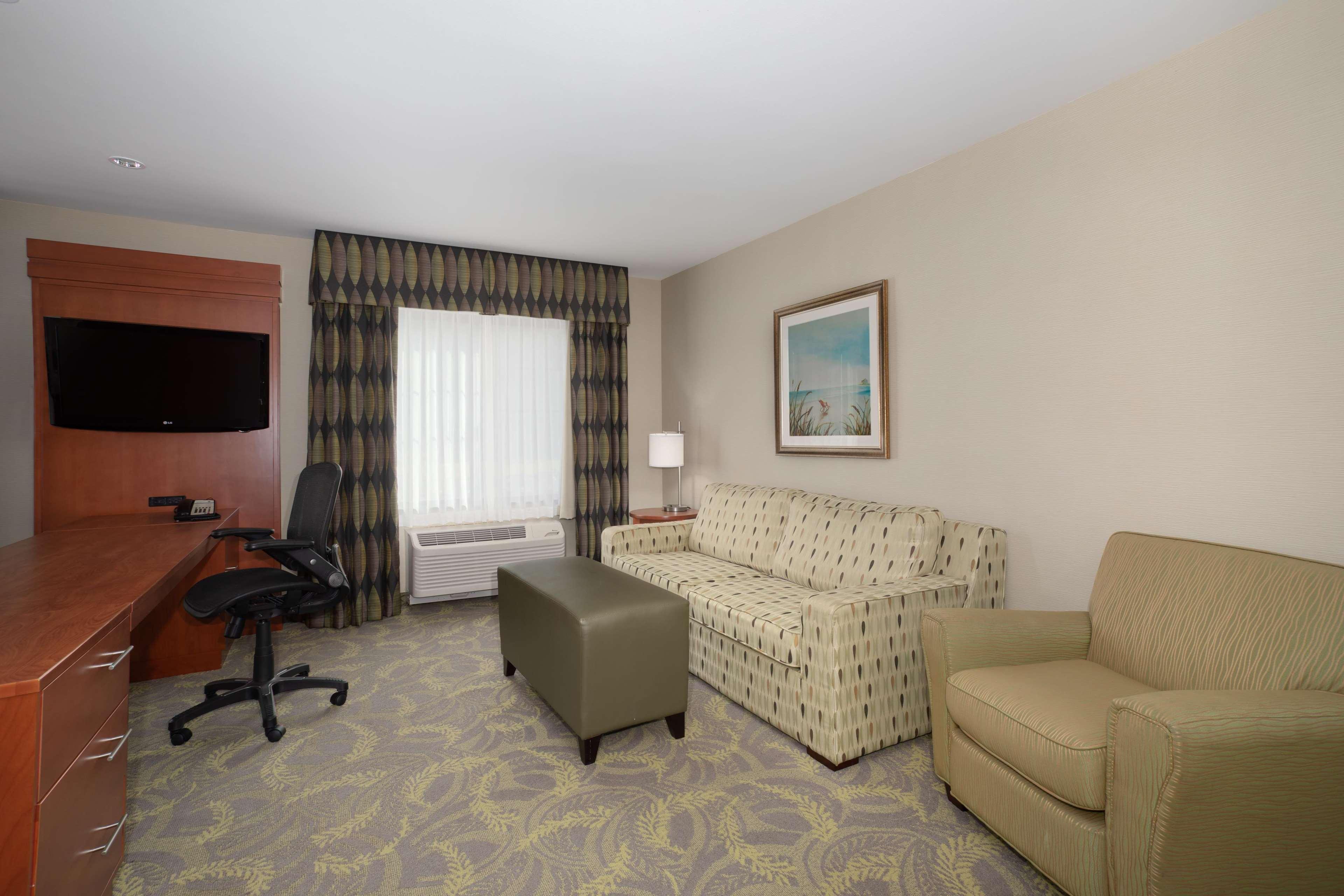 Hampton Inn & Suites Astoria image 16