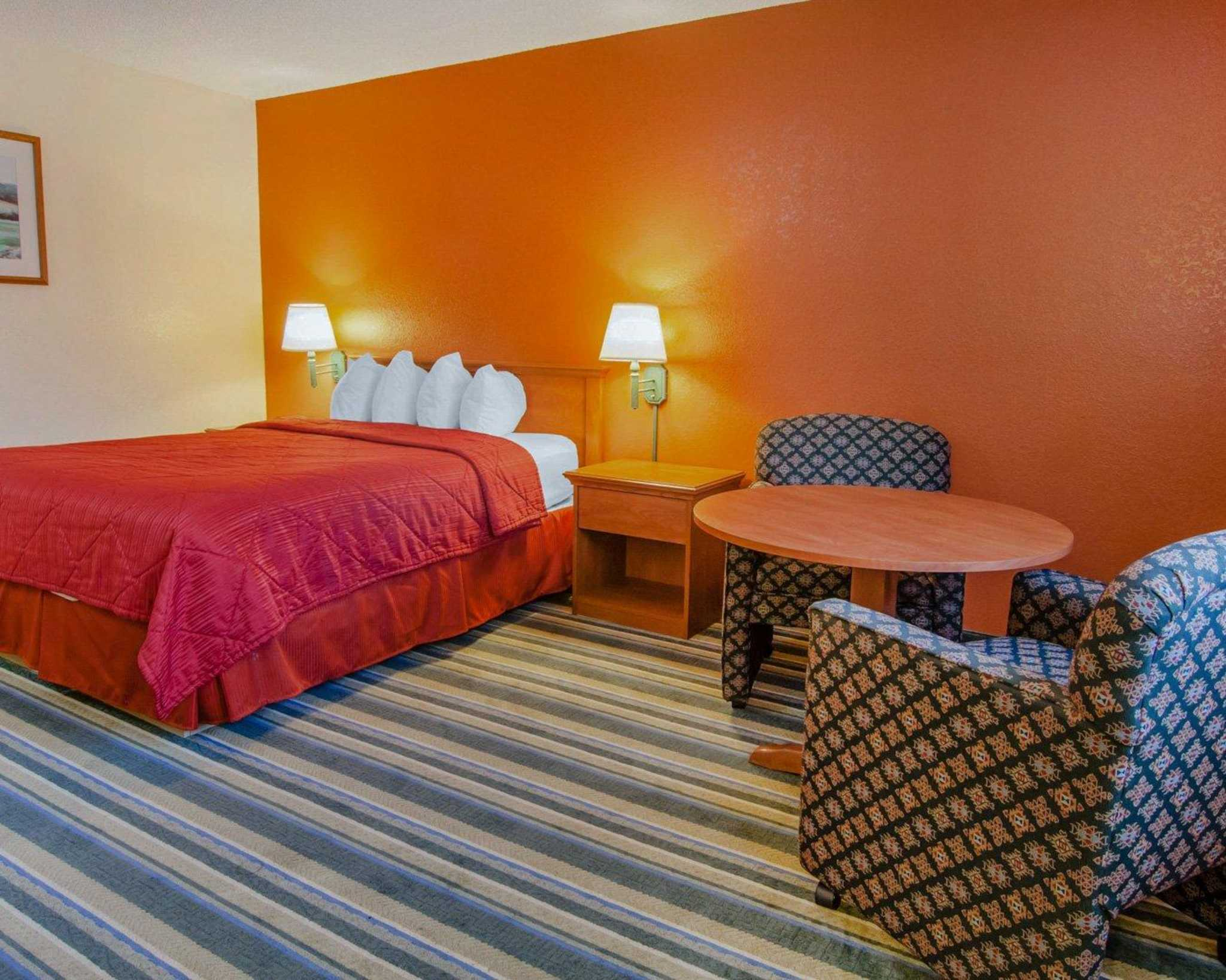 Quality Inn and Suites Airport image 5