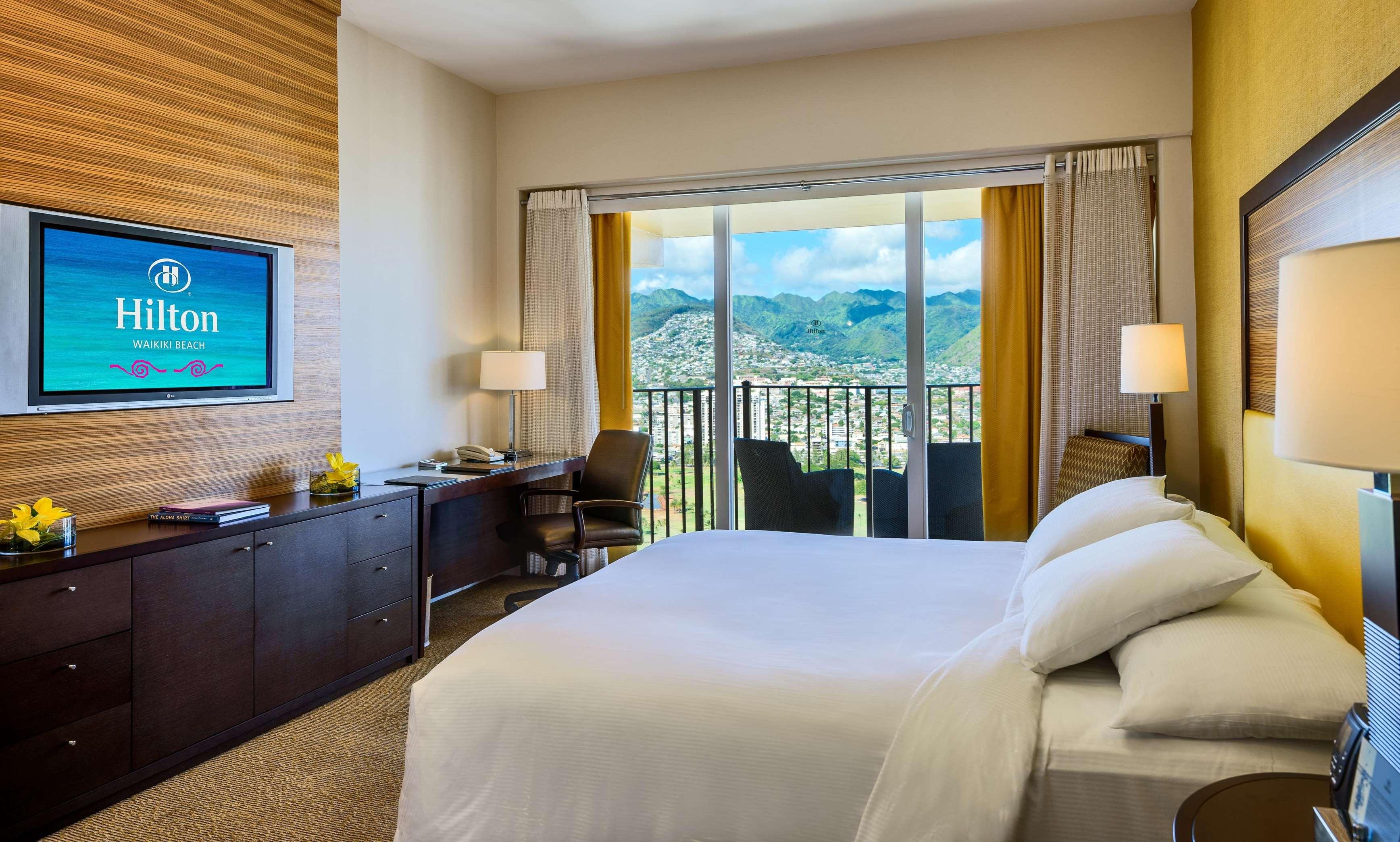 Hilton Waikiki Beach image 13
