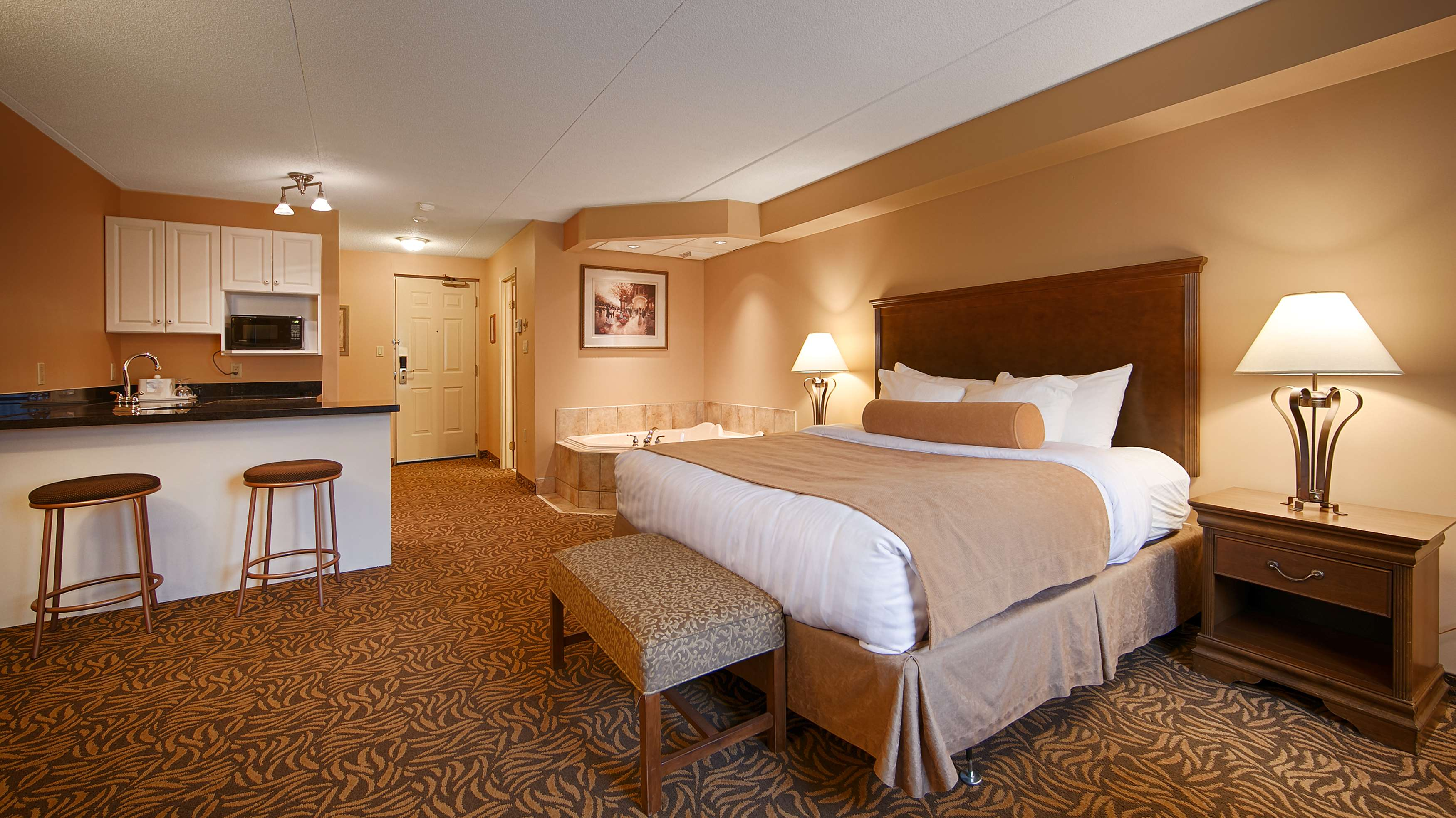 Best Western Plus Orillia Hotel in Orillia: King Bed Guest Room - Whirlpool