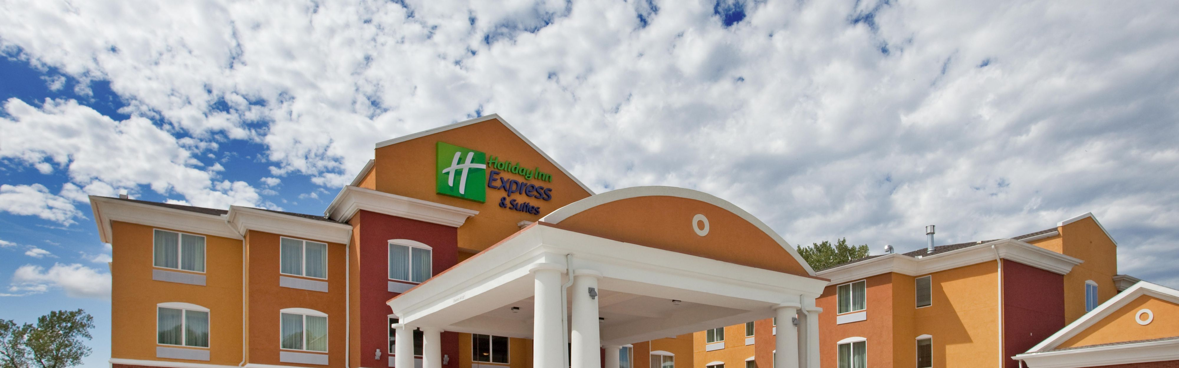 Holiday Inn Express & Suites Kansas City Sport Complex Area image 0
