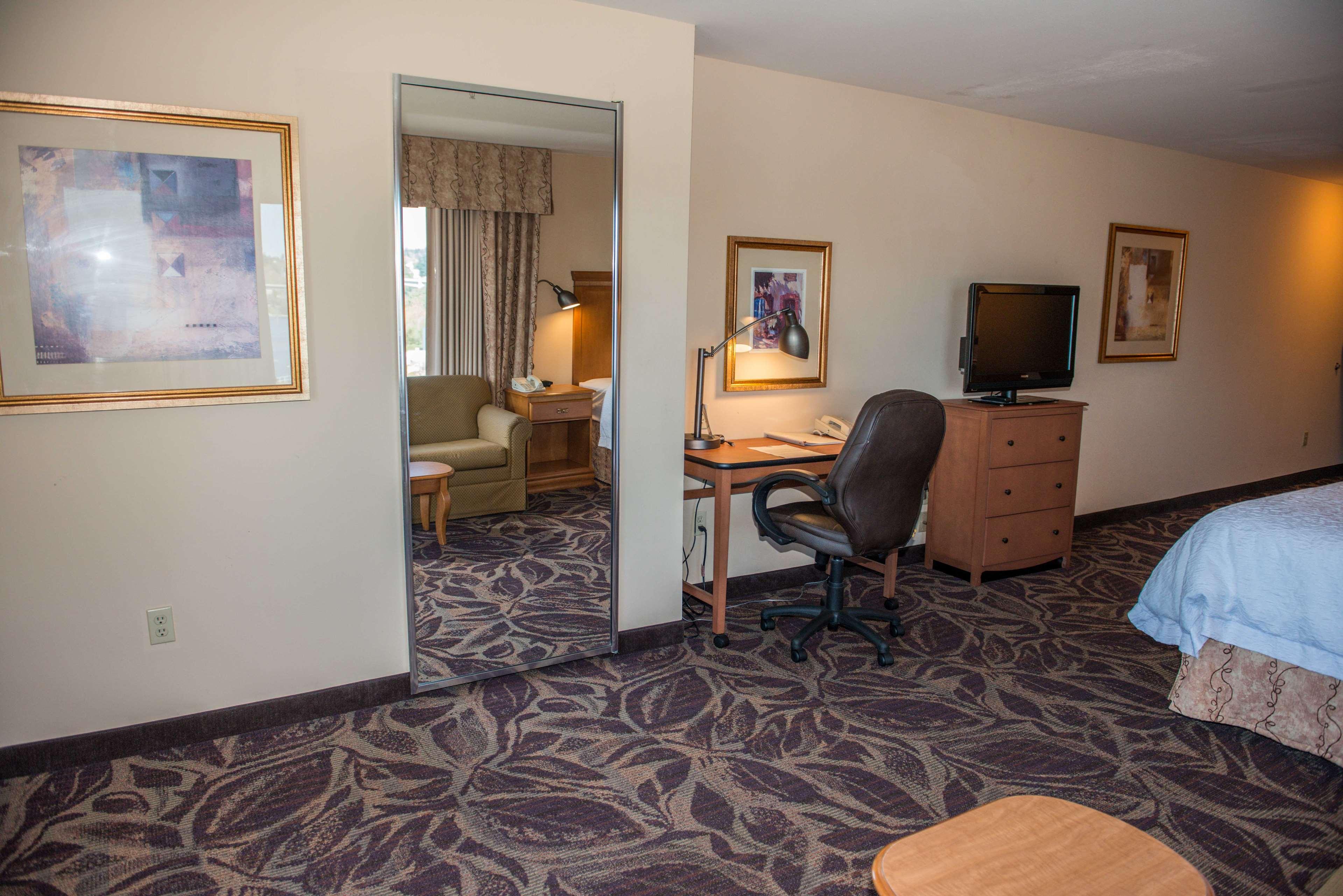 Hampton Inn & Suites Bremerton image 36