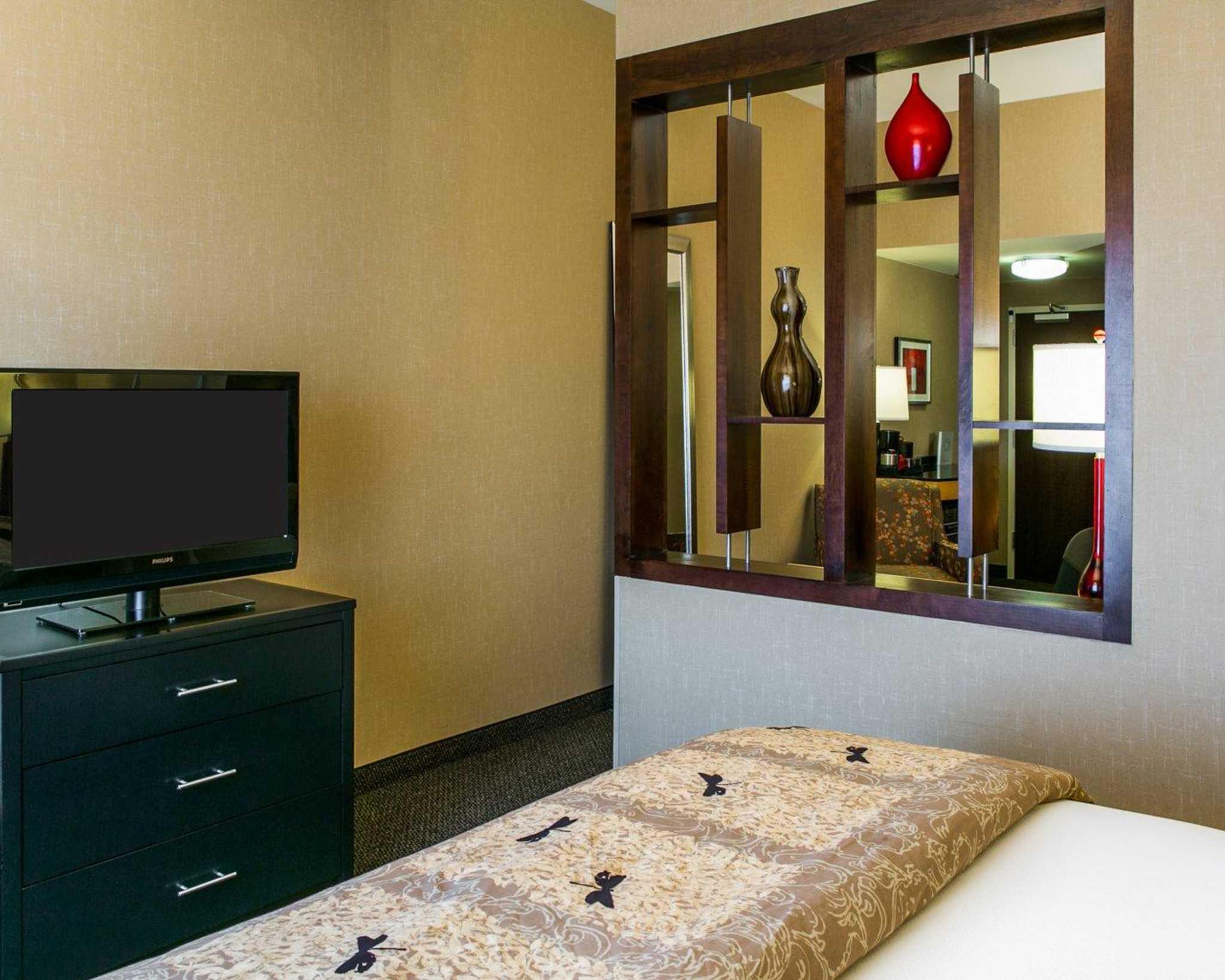 Cambria Hotel Denver International Airport image 25