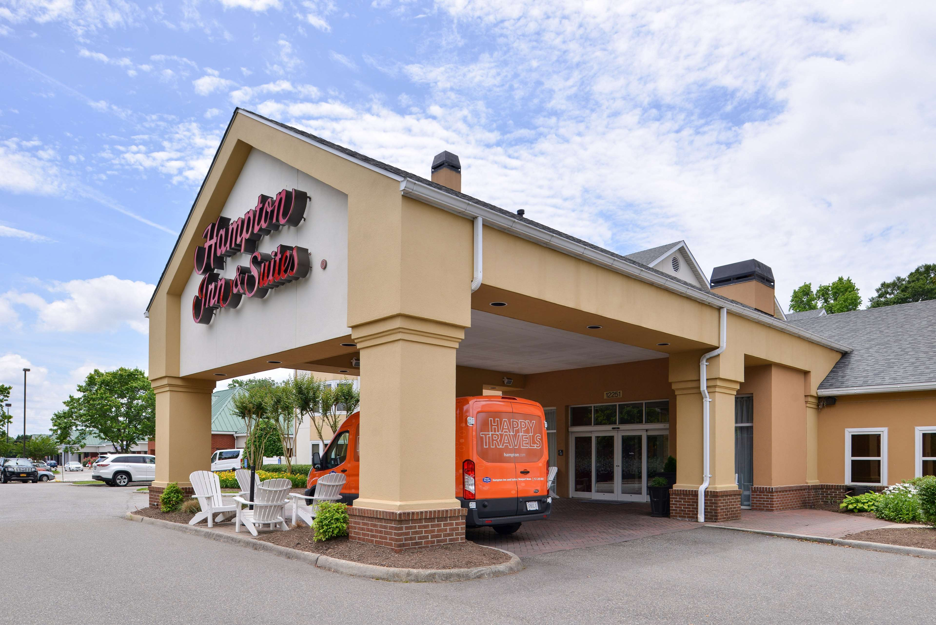 Hampton Inn & Suites Newport News (Oyster Point) image 2