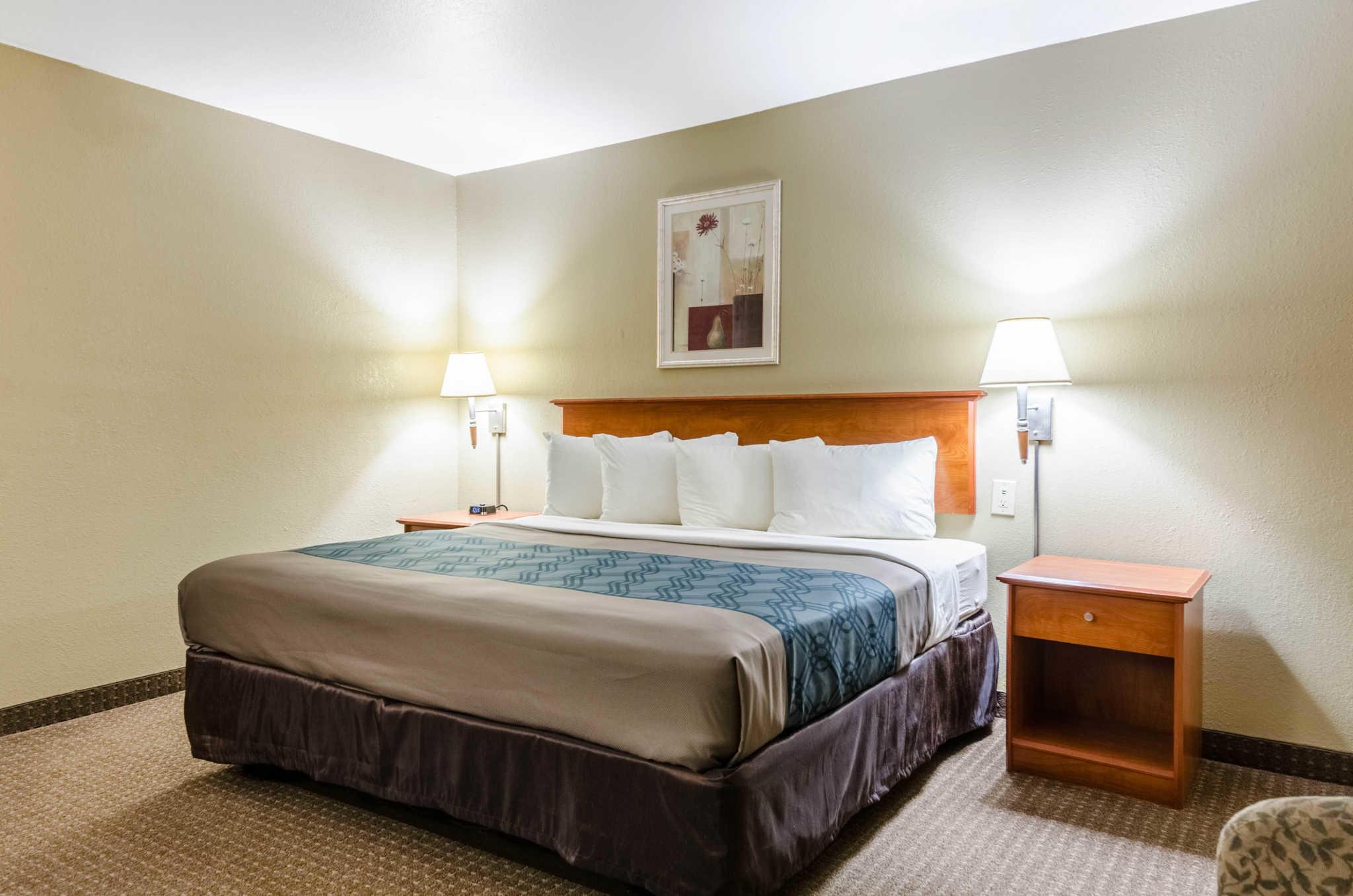 Econo Lodge  Inn & Suites I-35 at Shawnee Mission image 22