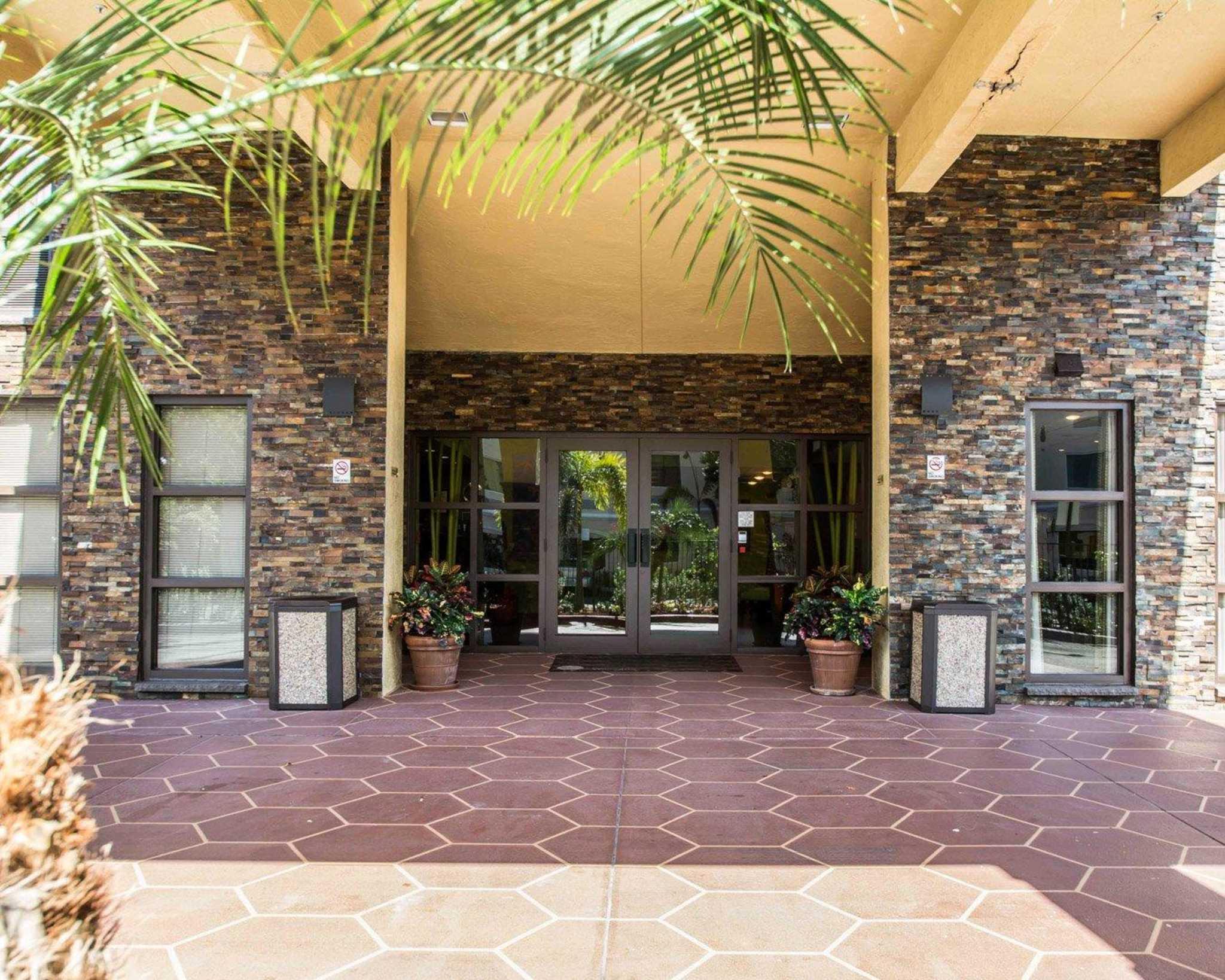 Comfort Inn & Suites Lantana - West Palm Beach South image 3