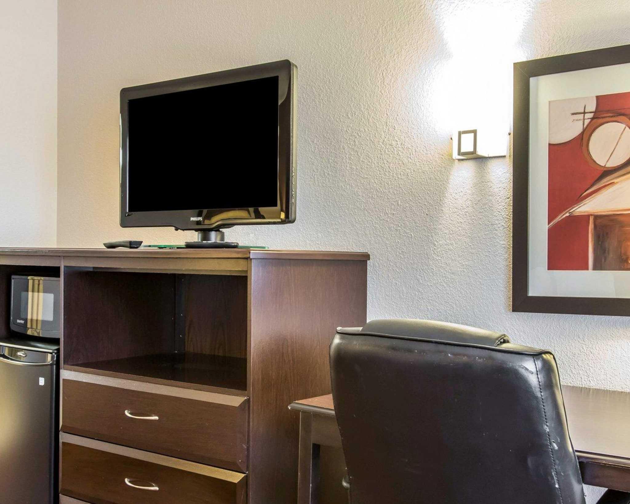 Quality Inn & Suites Fairgrounds West image 14