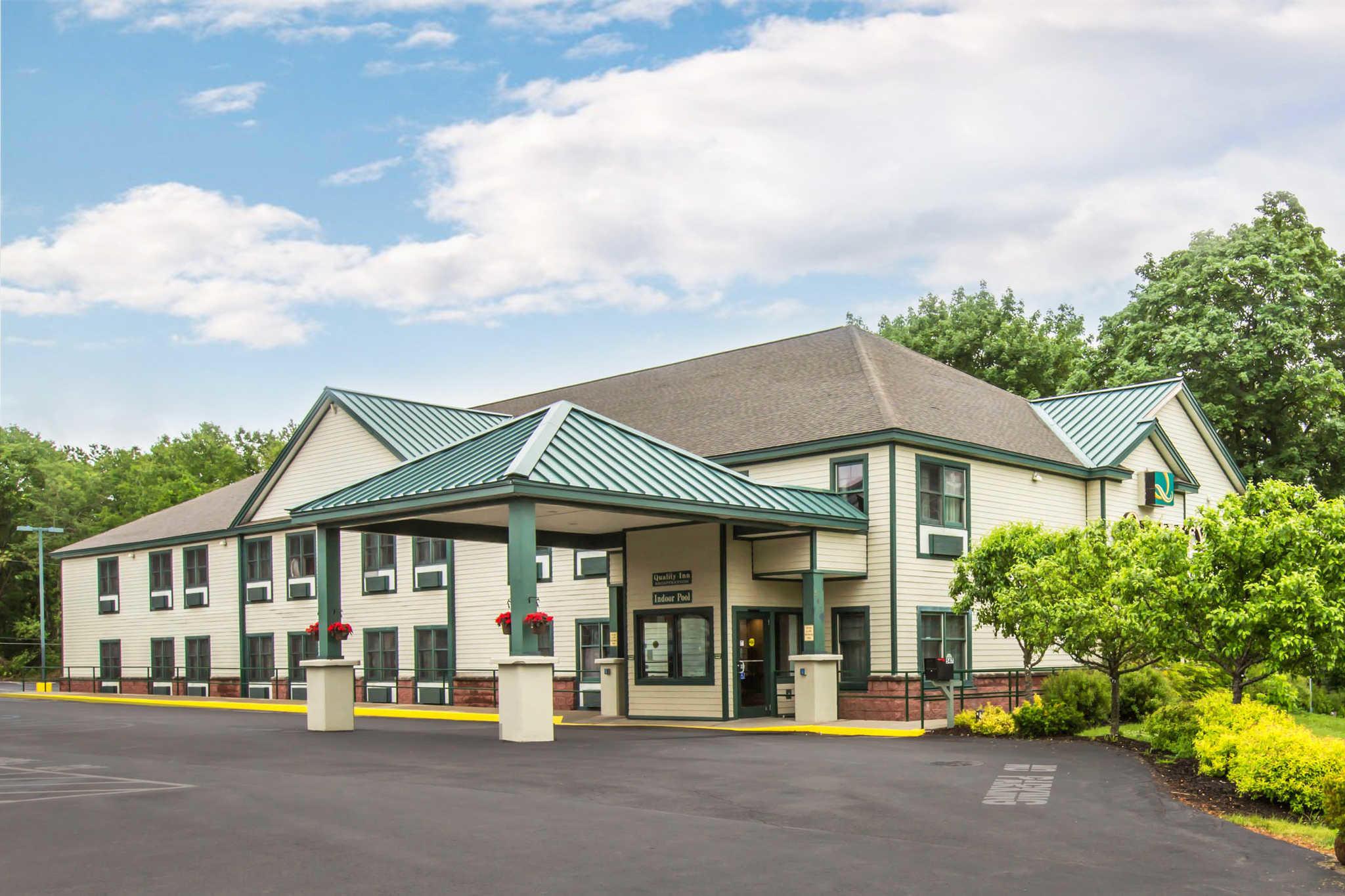 Glens Falls Hotels