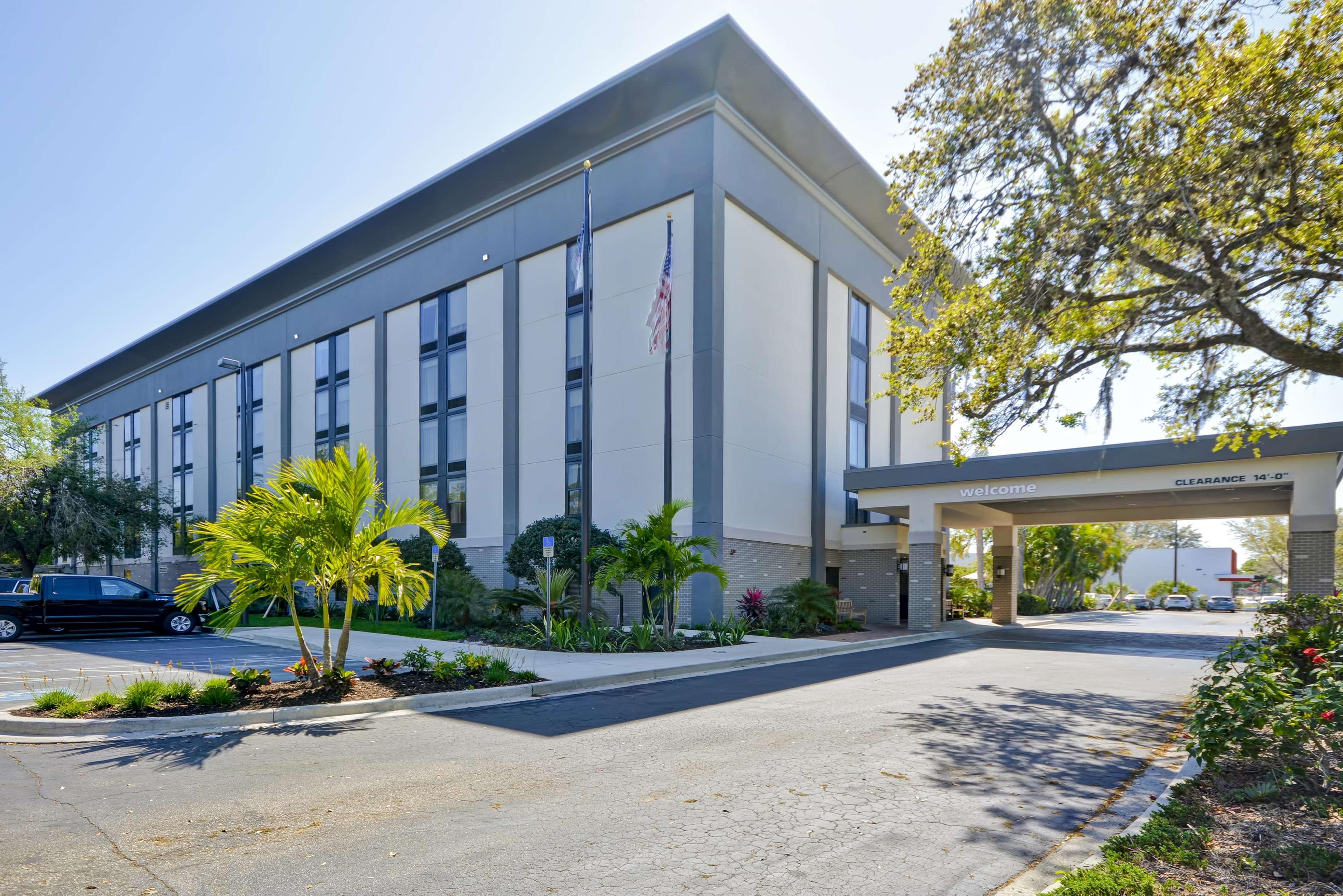 Hampton Inn Sarasota - I-75 Bee Ridge image 12
